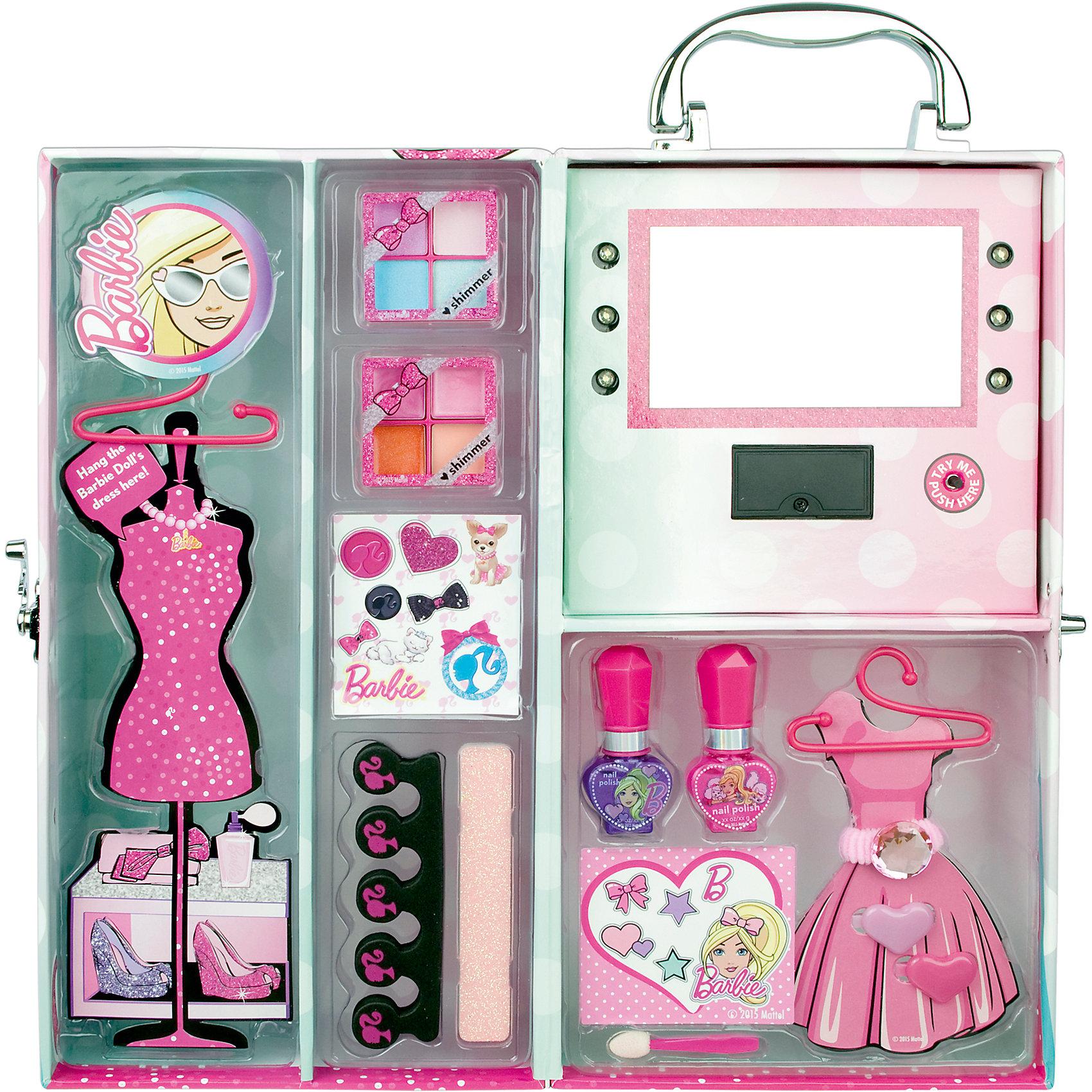 Игровой набор детской декоративной косметики в чемодане с подсветкой, BarbieКосметика, грим и парфюмерия<br>Игровой набор детской декоративной косметики в чемодане с подсветкой, Barbie (Барби)<br><br>Характеристики:<br><br>• косметика безопасна для ребенка<br>• яркая упаковка<br>• содержит все необходимые инструменты<br>• не содержит парабенов и пальмового масла<br>• подходит в качестве подарка<br>• батарейки: CR2032 - 2 шт. (входят в комплект)<br>• в комплекте: тени для век, блеск для губ, лак для ногтей, аппликатор, заколки для волос, резинка, разделитель для пальцев, пилка, вешалки для кукольных платьев, стенд для платьев, зеркало<br>• размер: 15,8х12,8х30 см<br>• вес: 730 грамм<br>• перед первым применением рекомендуется провести тест на аллергию: нанесите немного косметики на кожу на 30-40 минут и проверьте реакцию<br><br>Набор декоративной косметики Барби создан для девочек, мечтающих почувствовать себя настоящими стилистами. Смотря в зеркальце, девочка сможет создать себе неповторимый макияж. Вся косметика представлена в нескольких цветовых оттенках, что поможет девочке проявить фантазию для создания яркого образа. Лак для ногтей на водной основе подойдет не только для маникюра, но и для педикюра. Для его создания потребуется разделитель для пальцев, который тоже входит в комплект. Различные аксессуары приятно дополнят готовый образ. Косметика изготовлена по щадящей формуле и полностью безопасна. Удобная упаковка позволяет брать всю косметику с собой в гости к подружкам!<br><br>Игровой набор детской декоративной косметики в чемодане с подсветкой, Barbie вы можете купить в нашем интернет-магазине.<br><br>Ширина мм: 321<br>Глубина мм: 162<br>Высота мм: 137<br>Вес г: 728<br>Возраст от месяцев: 48<br>Возраст до месяцев: 84<br>Пол: Женский<br>Возраст: Детский<br>SKU: 4900294