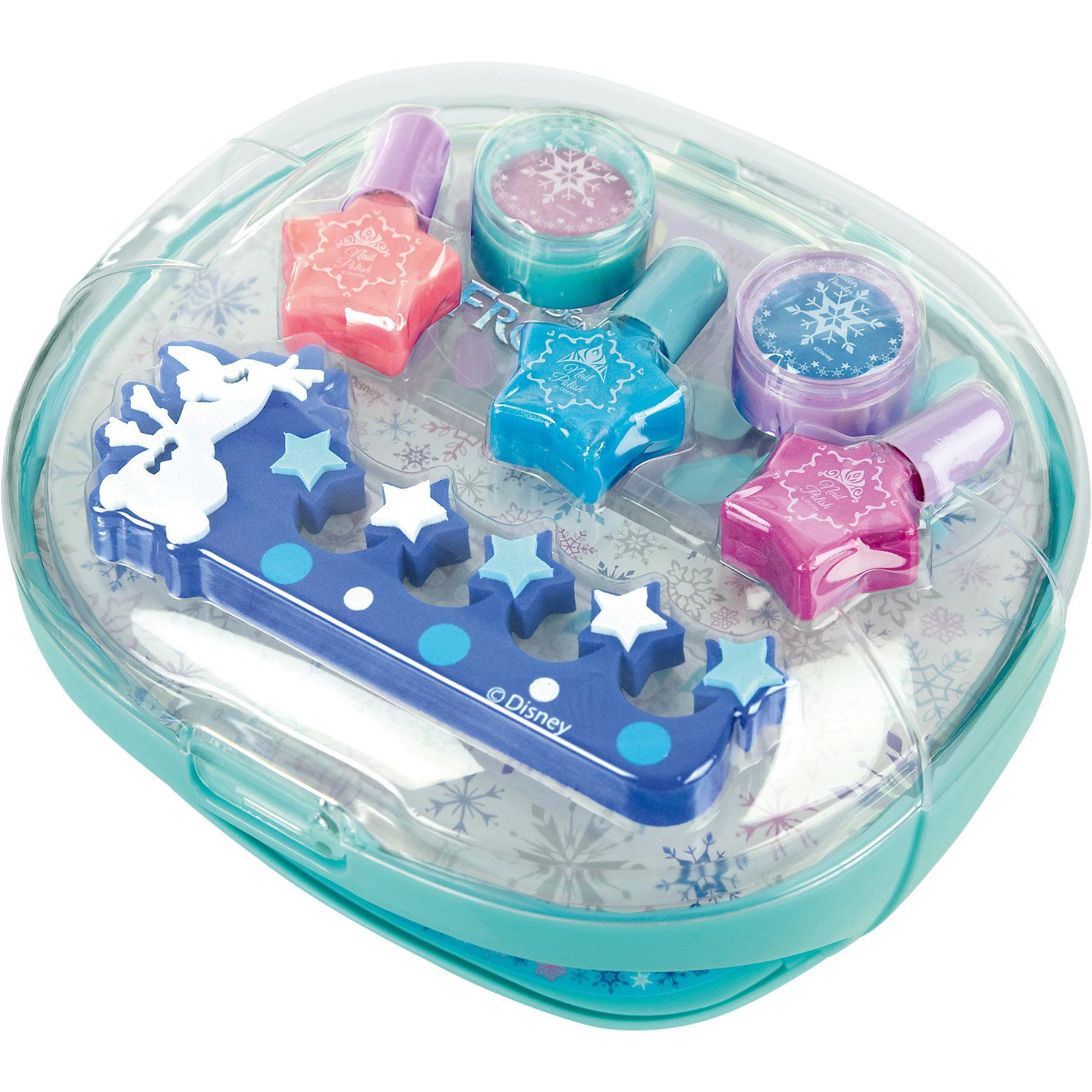 Игровой набор детской декоративной косметики с сушкой лака, Холодное сердцеИгровой набор детской декоративной косметики с сушкой лака, Холодное сердце, Markwins (Марквинс).<br><br>Характеристики: <br><br>• щадящая формула не повреждает ногти ребенка <br>• лак на водной основе <br>• цветовую гамму можно создать самостоятельно <br>• есть все необходимые инструменты <br>• не содержит парабенов и пальмового масла <br>• долго держится и легко стирается <br>• в комплекте: лаки на водной основе для ногтей (3 шт.), блёстки для украшения ногтей (2 шт.), пилочка, разделитель для пальцев, 2 комплекта накладных ногтей по 10 шт., наклейки для украшения ногтей, 2 комплекта наклеек на всю поверхность ногтя по 10 шт., устройство для сушки лака на ногтях<br>• размер: 37х5х26 см <br>• вес: 1,4 кг<br>• батарейки: АА - 4 шт. (в комплект не входят)<br><br>Каждая любительница мультфильма Холодное сердце по достоинству оценит набор декоративной косметики Frozen от торговой марки Markwins. С его помощью девочка сможет создать великолепный маникюр или педикюр в стиле любимых героев. В набор входят три оттенка лака, из которых можно создать красивый маникюр, а затем дополнить его блестками или наклейками. Для удобства девочки косметика дополнена разделителем для пальцев, пилкой и прибором для сушки лака. Лак на водной основе не повреждает ногтевую пластину и легко смывается.<br><br>Игровой набор детской декоративной косметики с сушкой лака, Холодное сердце, Markwins (Марквинс) можно купить в нашем интернет-магазине.<br><br>Ширина мм: 191<br>Глубина мм: 197<br>Высота мм: 121<br>Вес г: 381<br>Возраст от месяцев: 48<br>Возраст до месяцев: 84<br>Пол: Женский<br>Возраст: Детский<br>SKU: 4900297
