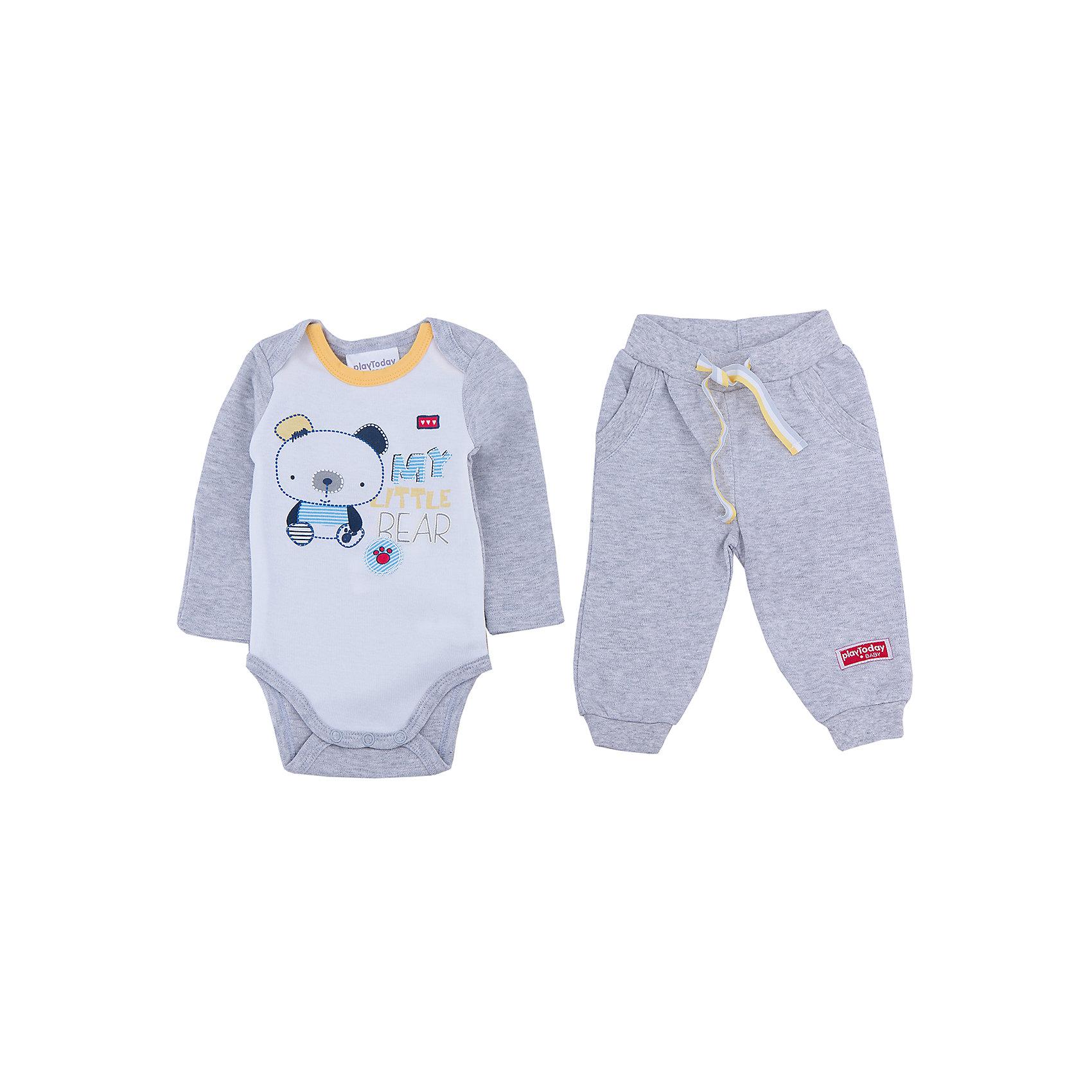 Комплект: боди и штанишки для мальчика PlayTodayКомплект: боди и штанишки для мальчика от известного бренда PlayToday.<br>Уютный хлопковый комплект из боди с длинными рукавами и брюк. <br>Боди украшено милым принтом с медвежонком. Застегивается на кнопки снизу, на воротнике контрастная желтая бейка.<br>Пояс брюк на резинке, дополнительно регулируется ярким шнурком. Цвет - серый меланж. По бокам имитация кармашков. Низ штанишек на трикотажной резинке.<br>Состав:<br>100% хлопок<br><br>Ширина мм: 157<br>Глубина мм: 13<br>Высота мм: 119<br>Вес г: 200<br>Цвет: серый<br>Возраст от месяцев: 0<br>Возраст до месяцев: 3<br>Пол: Мужской<br>Возраст: Детский<br>Размер: 74,68,56,62<br>SKU: 4900992