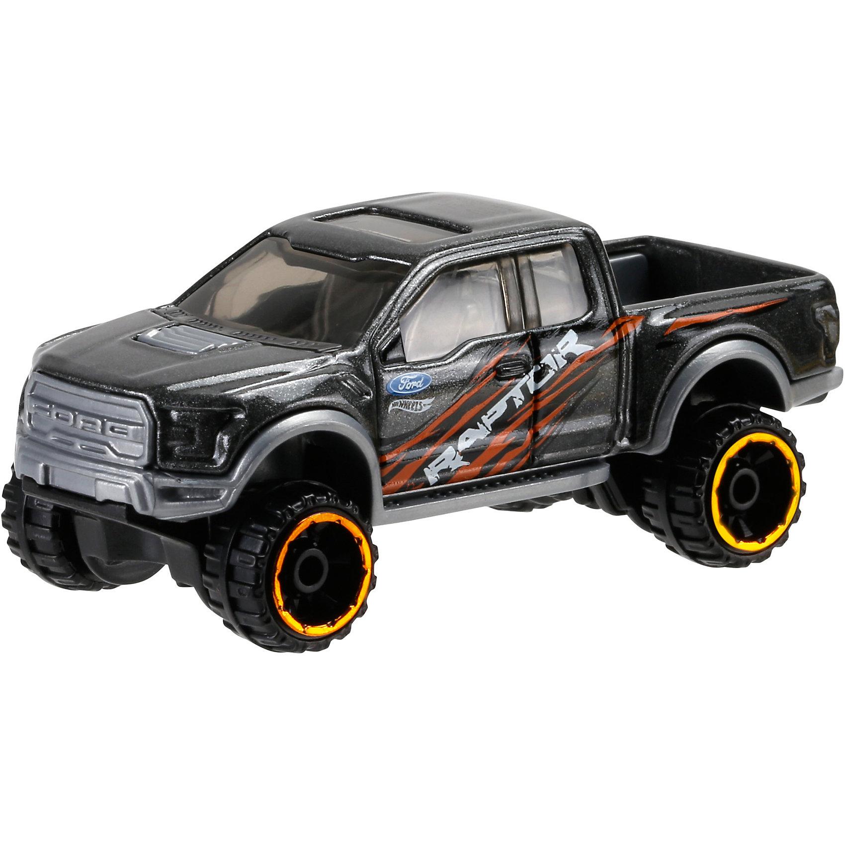 Машинка Hot Wheels из базовой коллекцииМашинка Hot Wheels из базовой коллекции – высококачественная масштабная модель машины, имеющая неординарный, радикальный дизайн. <br><br>В упаковке 1 машинка,  машинки тематически обусловлены от фантазийных, спасательных до экстремальных и просто скоростных машин. <br><br>Соберите свою коллекцию машинок Hot Wheels!<br><br>Дополнительная информация: <br><br>Машинка стандартного размера Hot Wheels<br>Размер упаковки: 11 х 10,5 х 3,5 см<br><br>Ширина мм: 110<br>Глубина мм: 45<br>Высота мм: 110<br>Вес г: 30<br>Возраст от месяцев: 36<br>Возраст до месяцев: 96<br>Пол: Мужской<br>Возраст: Детский<br>SKU: 4901475