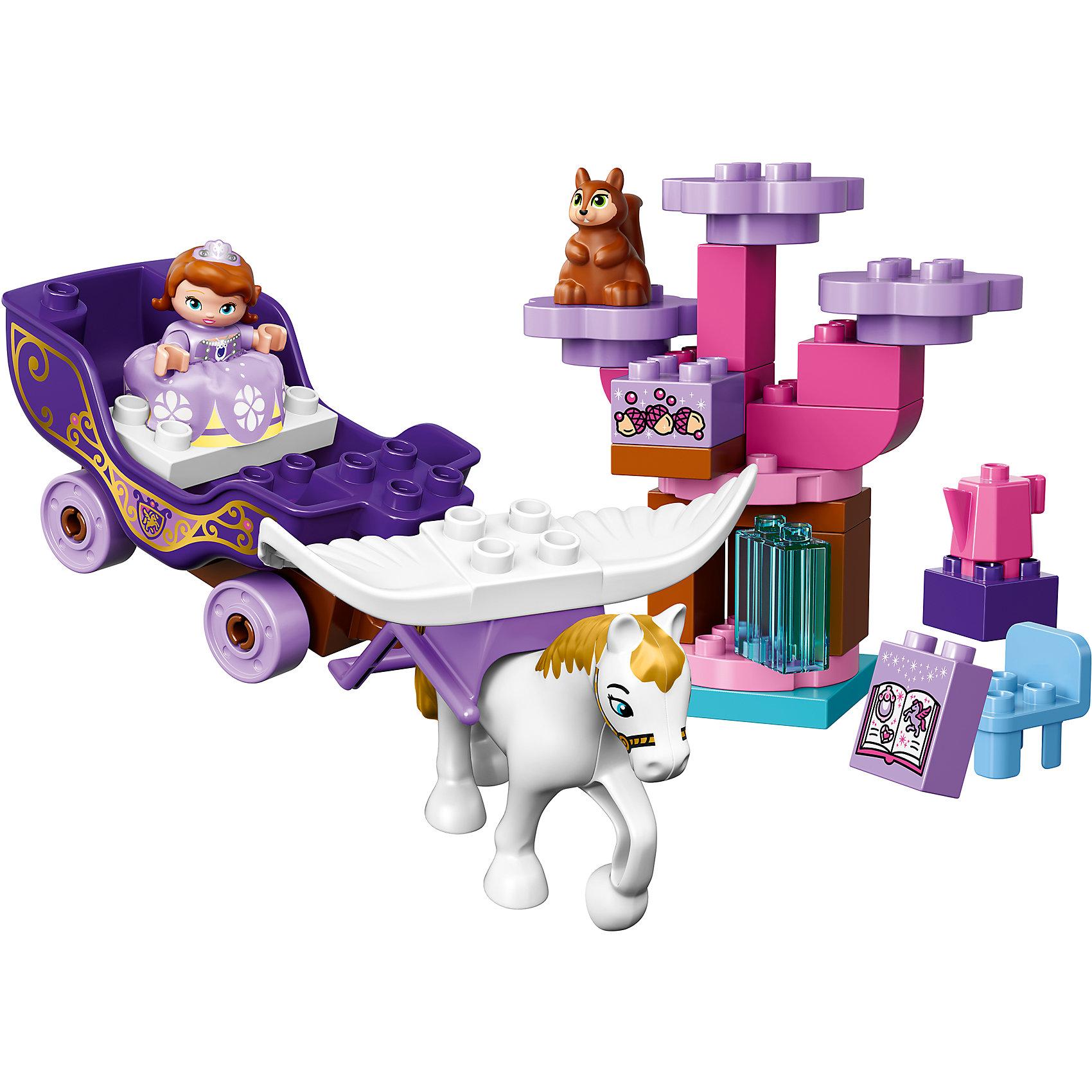 LEGO DUPLO 10822: Волшебная карета Софии ПрекраснойГероиню мультфильма София Прекрасная обожает большинство современных девочек, поэтому набор из фигурок и конструктора в этой тематике обязательно обрадует ребенка. Игры с такими комплектами помогают детям развивать воображение, мелкую моторику, логику и творческое мышление.<br>Набор состоит из волшебной кареты Софии, запряжённой её летающим конём, Великим Минимусом. Также здесь есть волшебное дерево с белкой Орешек и другие аксессуары. С таким комплектом можно придумать множество игр!<br><br>Дополнительная информация:<br><br>цвет: разноцветный;<br>размер коробки: 282 x 262 x 76 мм;<br>материал: пластик.<br><br>Комплект Волшебная карета Софии Прекрасной от компании LEGO DUPLO можно купить в нашем магазине.<br><br>Ширина мм: 76<br>Глубина мм: 282<br>Высота мм: 262<br>Вес г: 511<br>Возраст от месяцев: 24<br>Возраст до месяцев: 60<br>Пол: Унисекс<br>Возраст: Детский<br>SKU: 4906925