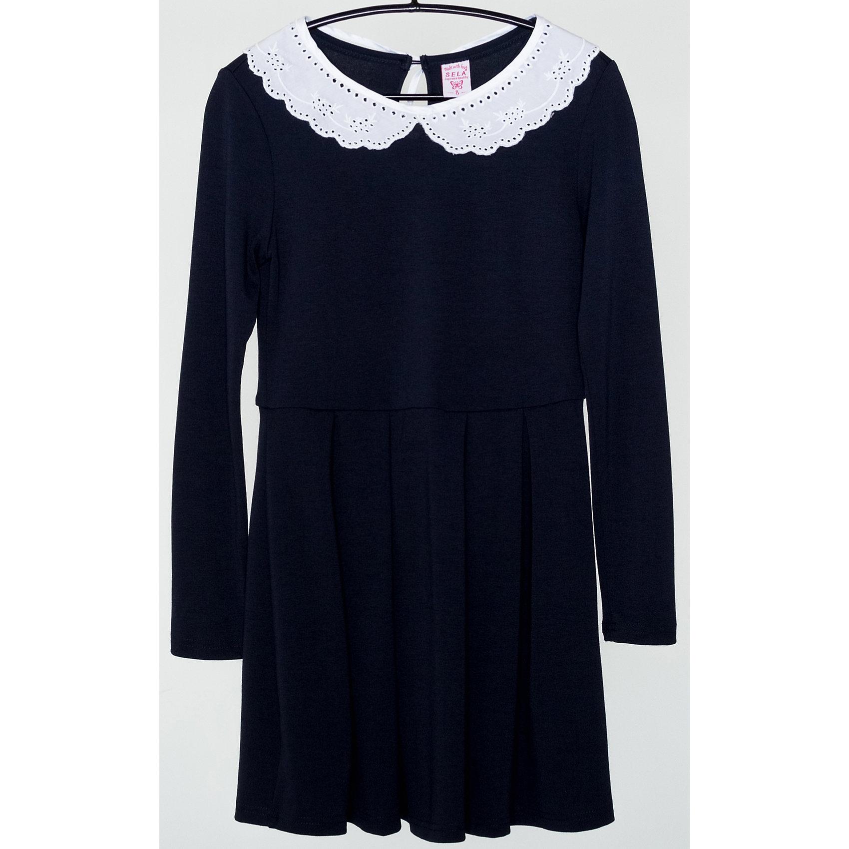 Платье для девочки SELAПлатья и сарафаны<br>Детская одежда от SELA - это качественные модные вещи по привлекательным ценам. Данная модель относится к коллекции нового сезона, она учитывает последние тренды в моде, поэтому смотрится стильно, с ней можно создать множество ансамблей.<br>Это симпатичное платье украшено кружевным воротником. Рукава - длинные, силуэт приталенный. Интересно смотрится благодаря контрасту темного и светлого. Сзади застегивается на пуговицу. Изделие сшито из тщательно подобранных материалов, абсолютно безопасных для ребенка.<br><br>Дополнительная информация:<br><br>цвет: разноцветный;<br>состав: 65% вискоза, 30% ПЭ, 5% эластан;<br>украшено кружевным воротником;<br>пуговица сзади;<br>рукава длинные.<br><br>Платье для девочки от компании SELA можно купить в нашем магазине.<br><br>Ширина мм: 236<br>Глубина мм: 16<br>Высота мм: 184<br>Вес г: 177<br>Цвет: синий<br>Возраст от месяцев: 72<br>Возраст до месяцев: 84<br>Пол: Женский<br>Возраст: Детский<br>Размер: 122,128,146,134,152,140,116<br>SKU: 4913000