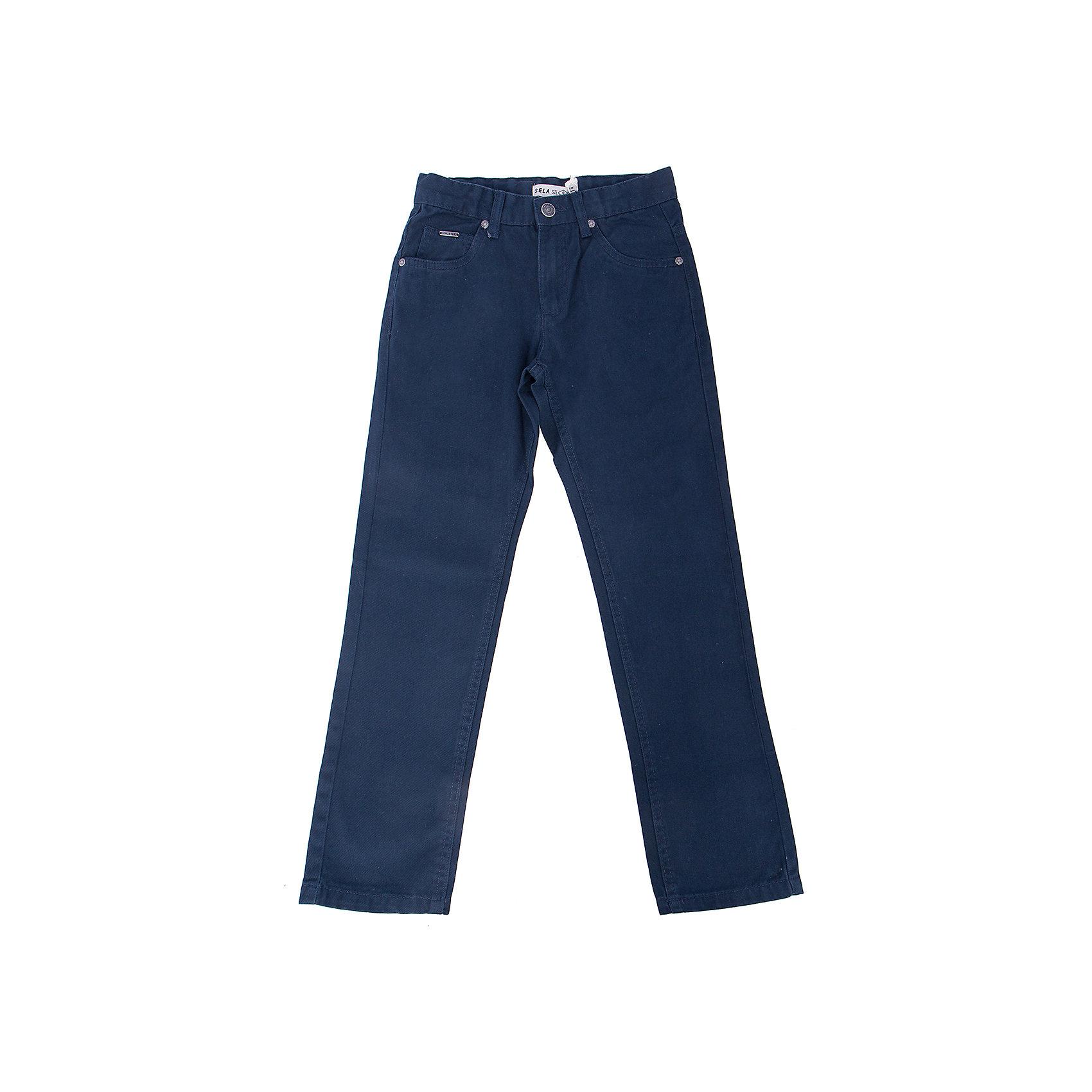 Брюки для мальчика SELAБрюки<br>Брюки для мальчика из коллекции осень-зима 2016-2017 от известного бренда SELA. Стильные брюки на каждый день приятного темно-синего цвета сделаны из хлопка. Брюки на молнии, имеют классические 5 карманов, прекрасно подойдут как к рубашкам, так и к футболкам.<br><br>Дополнительная информация:<br>- Силуэт прямой <br><br>Состав: 100% хлопок <br><br>Брюки для мальчиков Sela можно купить в нашем интернет-магазине.<br>.<br>Подробнее:<br>• Для детей в возрасте: от 6 до 12 лет<br>• Номер товара: 4913220<br>Страна производитель: Бангладеш<br><br>Ширина мм: 215<br>Глубина мм: 88<br>Высота мм: 191<br>Вес г: 336<br>Цвет: синий<br>Возраст от месяцев: 60<br>Возраст до месяцев: 72<br>Пол: Мужской<br>Возраст: Детский<br>Размер: 116,122,146,140,152,128,134<br>SKU: 4913219