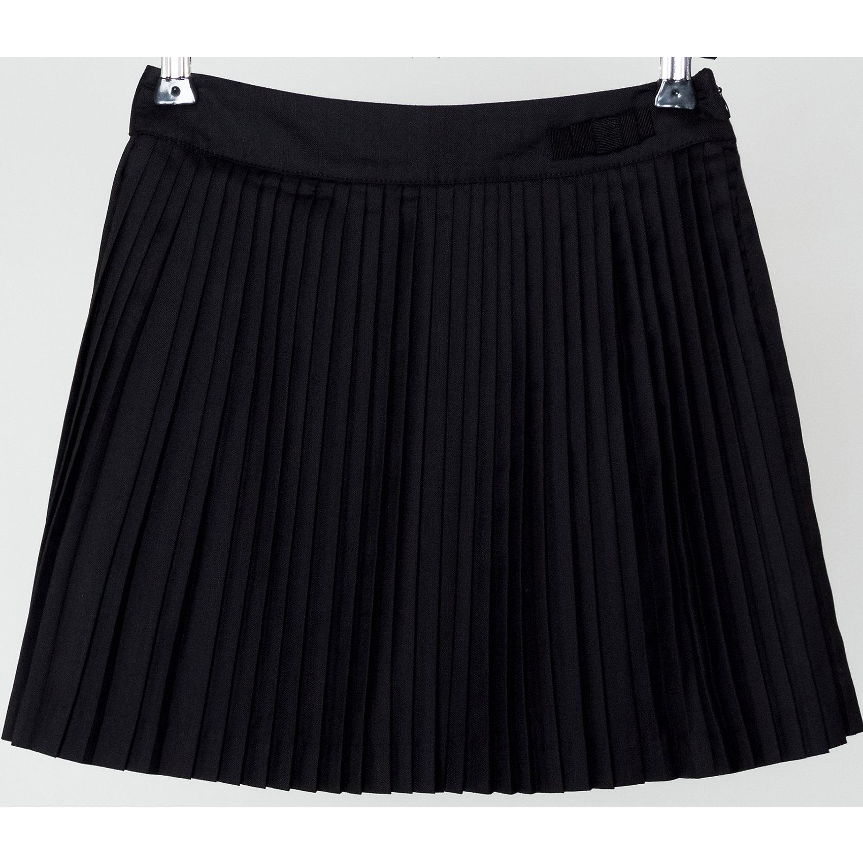 Юбка для девочки SELAЮбки<br>Юбка для девочки из коллекции осень-зима 2016-2017 от известного бренда SELA. Удобная юбка на каждый день идеальна для нового школьного сезона. Стильная школьная плиссированная юбка длинной выше колена классического черного цвета понравится как любительницам нового стиля, так и любительницам классики. В этой юбкой будут хорошо смотреться как блузки, так и свитеры или пиджаки.<br><br>Дополнительная информация:<br>- Длина: выше колен<br>- Силуэт: трапеция<br>Состав: 50% хлопок, 50% ПЭ; подкладка - 100% ПЭ<br><br>Юбку для девочек Sela можно купить в нашем интернет-магазине.<br><br>Подробнее:<br>• Для детей в возрасте: от 6 до 12 лет<br>• Номер товара: 4913338<br>Страна производитель: Китай<br><br>Ширина мм: 207<br>Глубина мм: 10<br>Высота мм: 189<br>Вес г: 183<br>Цвет: черный<br>Возраст от месяцев: 96<br>Возраст до месяцев: 108<br>Пол: Женский<br>Возраст: Детский<br>Размер: 134,116,128,122,152,140,146<br>SKU: 4913337