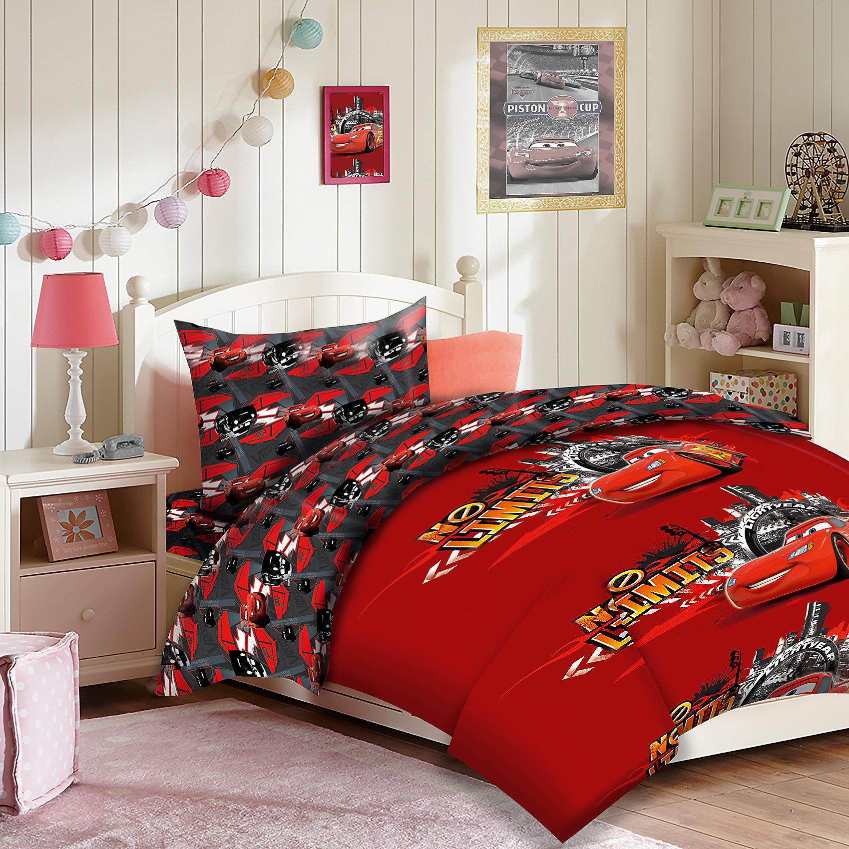 Постельное белье детское Тачки, 50х70 см., Mona LizaДомашний текстиль<br>Mona Liza, Комплект постельного белья Тачки<br><br>Характеристики постельного белья:<br><br>• размер: 1,5-спальное;<br>• тип переплетения: полотняное;<br>• материал: бязь;<br>• состав ткани: 100% хлопок, 115гр/м2;<br>• тип застежки, пододеяльник: пуговицы;<br>• тип застежки, наволочка: входной клапан;<br>• тип упаковки: пакет ПВХ.<br><br>Размеры предметов:<br><br>• пододеяльник: 145х210 см;<br>• простынь без шва, обычная: 150х215 см;<br>• наволочка, 1 шт.: 50х70 см.<br><br>Детское постельное белье для мальчиков «Тачки» изготовлено из бязи. Данный материал обладает высокой воздухопроницаемостью, неприхотлив в уходе. Хлопковые ткани собственного производства от бренда Mona Liza изготавливаются на российских фабриках. <br><br>Постельное белье 1,5 сп. Тачки 2016, Mona Liza можно купить в нашем интернет-магазине.<br><br>Ширина мм: 290<br>Глубина мм: 70<br>Высота мм: 370<br>Вес г: 1450<br>Возраст от месяцев: 36<br>Возраст до месяцев: 144<br>Пол: Мужской<br>Возраст: Детский<br>SKU: 4915260
