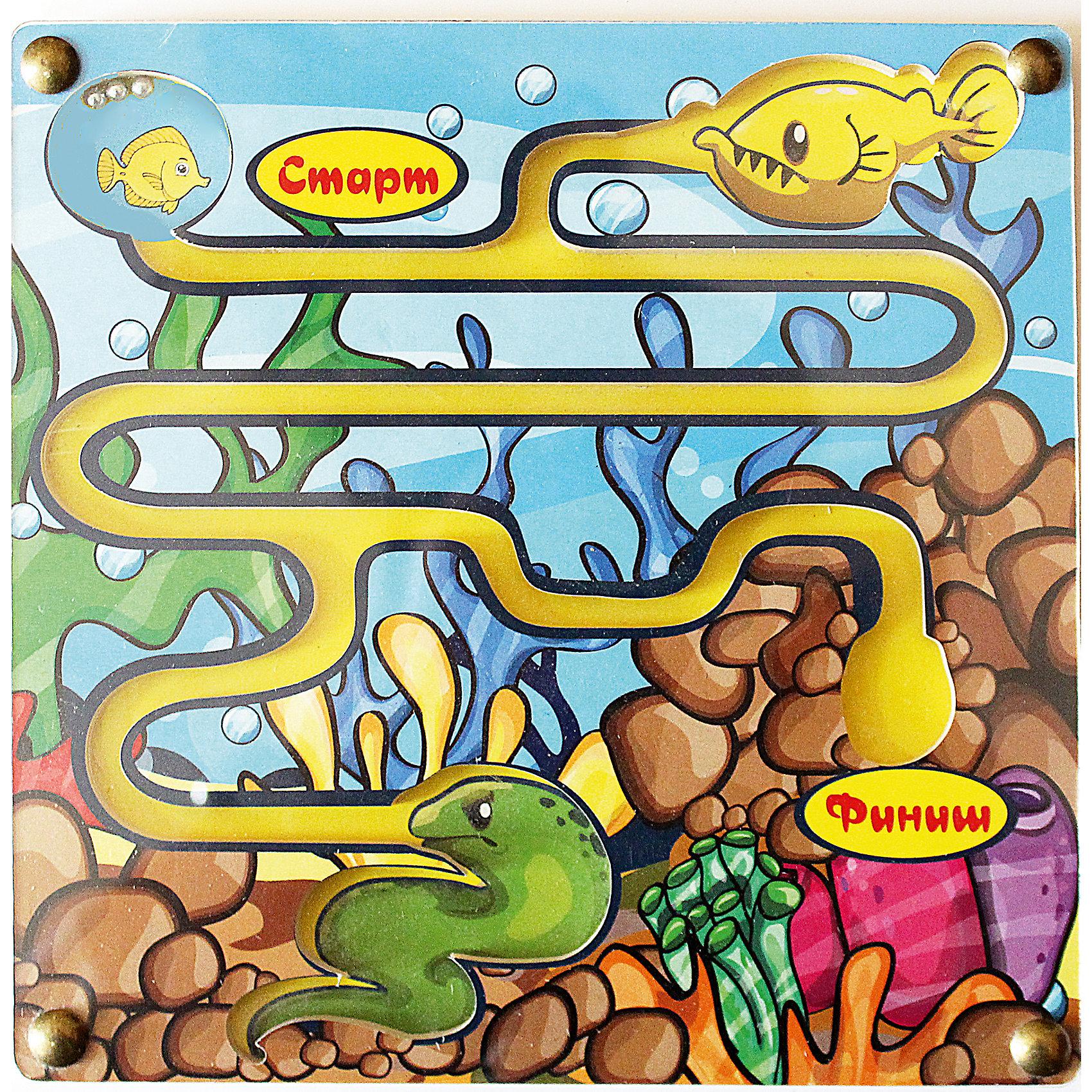 Лабиринт с шариком Рыбка хочет домойДеревянные игры и пазлы<br>Малыши стремятся узнавать что-то новое и учиться контактировать с окружающим пространством. Сделать процесс познавания мира для малышей - просто! Яркая игра-лабиринт Рыбка хочет домой поможет ребенку весело провести время, пытаясь закатить шарик на финиш, не попав в пасть к хищникам.<br>Эта игра обязательно займет ребенка! Она с ней помогает детям развивать мелкую моторику, внимательность и познавать мир. Игрушка сделана из качественных и безопасных для ребенка материалов - натурального дерева.<br><br>Дополнительная информация:<br><br>цвет: разноцветный;<br>размер: 20 х 20 х 1 см;<br>вес: 180 г;<br>материал: дерево.<br><br>Лабиринт с шариком Рыбка хочет домой можно купить в нашем магазине.<br><br>Ширина мм: 200<br>Глубина мм: 10<br>Высота мм: 200<br>Вес г: 180<br>Возраст от месяцев: 36<br>Возраст до месяцев: 2147483647<br>Пол: Унисекс<br>Возраст: Детский<br>SKU: 4916400