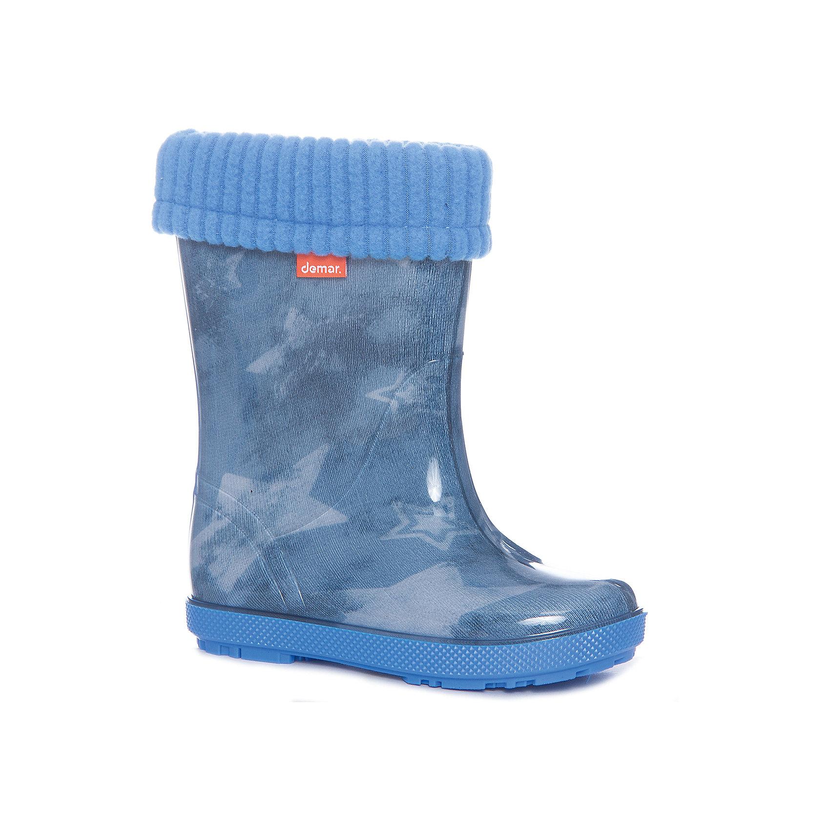 Резиновые сапоги Hawai Lux Print для мальчика DEMARХарактеристики товара:<br><br>• цвет: голубой<br>• материал верха: ПВХ<br>• материал подкладки: текстиль <br>• материал подошвы: ПВХ<br>• температурный режим: от 0° до +15° С<br>• верх не продувается<br>• съемный чулок<br>• стильный дизайн<br>• страна бренда: Польша<br>• страна изготовитель: Польша<br><br>Осенью и весной ребенку не обойтись без непромокаемых сапожек! Чтобы не пропустить главные удовольствия межсезонья, нужно запастись удобной обувью. Такие сапожки обеспечат ребенку необходимый для активного отдыха комфорт, а подкладка из текстиля позволит ножкам оставаться теплыми. Сапожки легко надеваются и снимаются, отлично сидят на ноге. Они удивительно легкие!<br>Обувь от польского бренда Demar - это качественные товары, созданные с применением новейших технологий и с использованием как натуральных, так и высокотехнологичных материалов. Обувь отличается стильным дизайном и продуманной конструкцией. Изделие производится из качественных и проверенных материалов, которые безопасны для детей.<br><br>Сапожки от бренда Demar (Демар) можно купить в нашем интернет-магазине.<br><br>Ширина мм: 257<br>Глубина мм: 180<br>Высота мм: 130<br>Вес г: 420<br>Цвет: синий<br>Возраст от месяцев: 21<br>Возраст до месяцев: 36<br>Пол: Мужской<br>Возраст: Детский<br>Размер: 24/25,26/27,22/23<br>SKU: 4916640