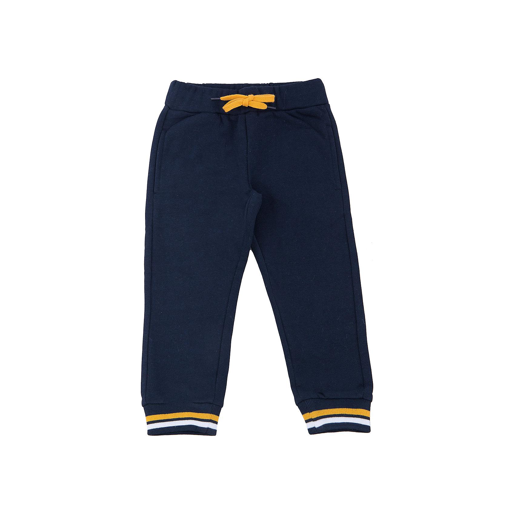Брюки для мальчика SELAСпортивная форма<br>Спортивные брюки - незаменимая вещь в детском гардеробе. Эта модель отлично сидит на ребенке, она сшита из приятного на ощупь материала, который обеспечивает ребенку комфорт. Модель станет отличной базовой вещью, которая будет уместна в различных сочетаниях.<br>Одежда от бренда Sela (Села) - это качество по приемлемым ценам. Многие российские родители уже оценили преимущества продукции этой компании и всё чаще приобретают одежду и аксессуары Sela.<br><br>Дополнительная информация:<br><br>материал: 80% хлопок, 20% ПЭ;<br>удобная посадка;<br>резинка и шнурок в поясе.<br><br>Брюки для мальчика от бренда Sela можно купить в нашем интернет-магазине.<br><br>Ширина мм: 215<br>Глубина мм: 88<br>Высота мм: 191<br>Вес г: 336<br>Цвет: синий<br>Возраст от месяцев: 60<br>Возраст до месяцев: 72<br>Пол: Мужской<br>Возраст: Детский<br>Размер: 116,92,98,104,110<br>SKU: 4919486