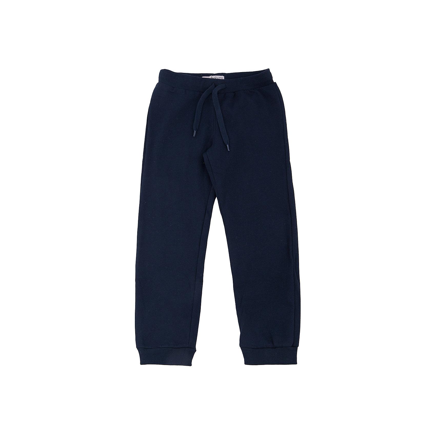 Брюки для мальчика SELAСпортивные брюки - незаменимая вещь в детском гардеробе. Эта модель отлично сидит на ребенке, она сшита из приятного на ощупь материала, который обеспечивает ребенку комфорт. Модель станет отличной базовой вещью, которая будет уместна в различных сочетаниях.<br>Одежда от бренда Sela (Села) - это качество по приемлемым ценам. Многие российские родители уже оценили преимущества продукции этой компании и всё чаще приобретают одежду и аксессуары Sela.<br><br>Дополнительная информация:<br><br>материал: 60% хлопок, 40% ПЭ;<br>удобная посадка;<br>резинка и шнурок в поясе.<br><br>Брюки для мальчика от бренда Sela можно купить в нашем интернет-магазине.<br><br>Ширина мм: 215<br>Глубина мм: 88<br>Высота мм: 191<br>Вес г: 336<br>Цвет: синий<br>Возраст от месяцев: 132<br>Возраст до месяцев: 144<br>Пол: Мужской<br>Возраст: Детский<br>Размер: 152,140,134,128,122,116,146<br>SKU: 4919519