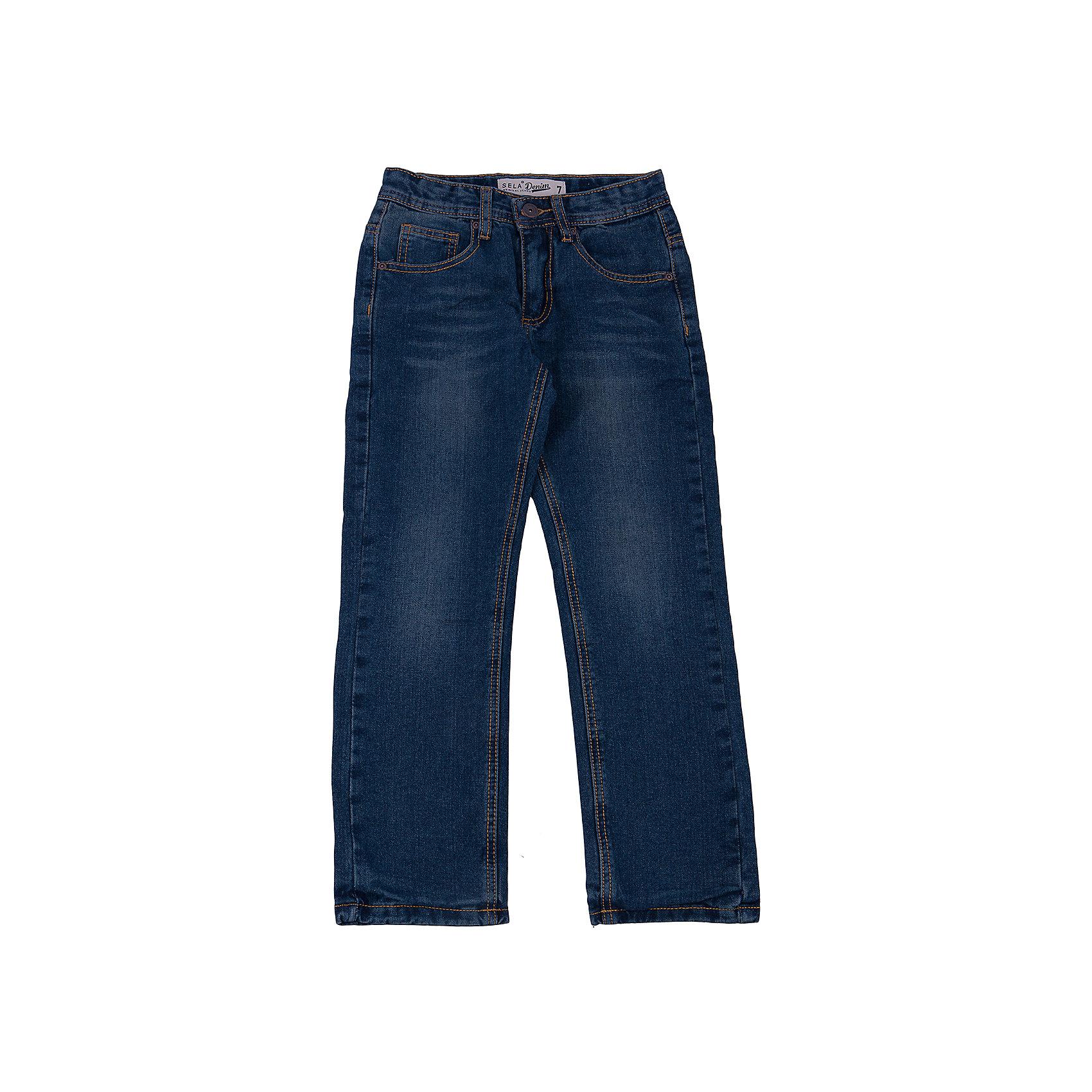 Джинсы для мальчика SELAУдобные джинсы - незаменимая вещь в детском гардеробе. Эта модель отлично сидит на ребенке, она сшита из плотного материала, натуральный хлопок не вызывает аллергии и обеспечивает ребенку комфорт. Модель станет отличной базовой вещью, которая будет уместна в различных сочетаниях.<br>Одежда от бренда Sela (Села) - это качество по приемлемым ценам. Многие российские родители уже оценили преимущества продукции этой компании и всё чаще приобретают одежду и аксессуары Sela.<br><br>Дополнительная информация:<br><br>цвет: синий;<br>материал: 100% хлопок; подкладка 65% ПЭ, 35% хлопок;<br>плотный материал.<br><br>Джинсы для мальчика от бренда Sela можно купить в нашем интернет-магазине.<br><br>Ширина мм: 215<br>Глубина мм: 88<br>Высота мм: 191<br>Вес г: 336<br>Цвет: синий<br>Возраст от месяцев: 132<br>Возраст до месяцев: 144<br>Пол: Мужской<br>Возраст: Детский<br>Размер: 152,122,128,134,140,146<br>SKU: 4919569