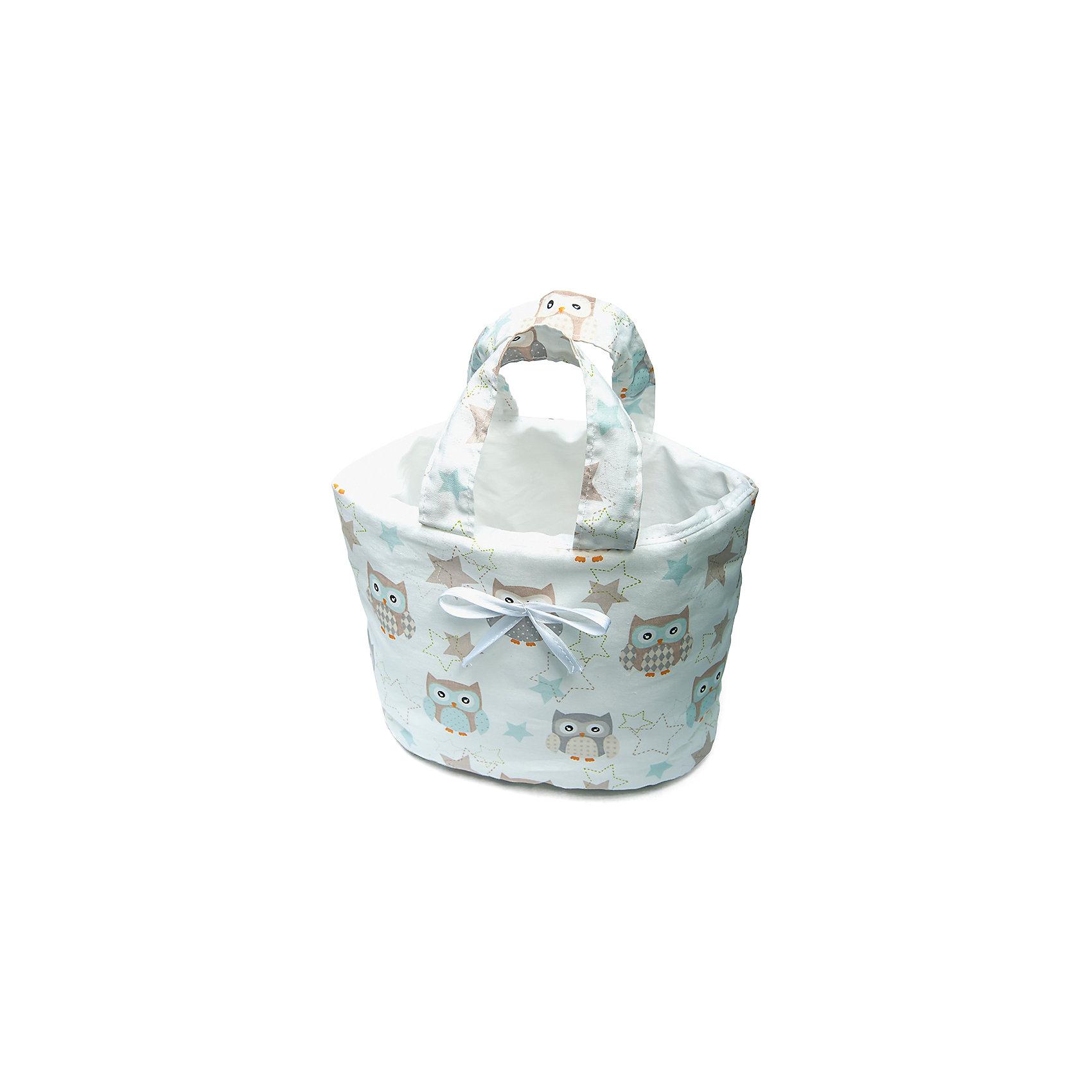 Сумка Софушки, Сонный гномикСумка Совушки, Сонный гномик – стильный аксессуар для хранения предметов первой необходимости при уходе за малышом. Такая сумка-органайзер идеально дополнит интерьер, выполненный в фирменном стиле с забавными совятами. Сумка выполнена из 100% хлопка, в качестве наполнителя использован синтепон, который придает сумке форму и объем, имеются две широкие ручки. Размеры изделия 27*18 см. <br><br>Дополнительная информация:<br><br>- Предназначение: для хранения мелочей<br>- Материал: бязь, синтепон<br>- Пол: для девочки/для мальчика<br>- Цвет: бежевый<br>- Размеры упаковки (Д*Ш*В): 27*1*18 см<br>- Вес: 100 г<br>- Особенности ухода: разрешается стирка при температуре не более 40 градусов<br><br>Подробнее:<br><br>• Для детей в возрасте от 0 месяцев и до 4 лет<br>• Страна производитель: Россия<br>• Торговый бренд: Сонный гномик<br><br>Сумку Совушки, Сонный гномик, можно купить в нашем интернет-магазине.<br><br>Ширина мм: 270<br>Глубина мм: 10<br>Высота мм: 180<br>Вес г: 100<br>Возраст от месяцев: 0<br>Возраст до месяцев: 48<br>Пол: Женский<br>Возраст: Детский<br>SKU: 4922782
