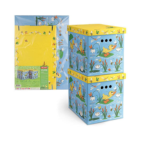 Короб картонный складной Утята-лягушата, 2 шт, большойЯщики для игрушек<br>Короб картонный складной Утята-лягушата, 2 шт, большой – яркое и красивое решение проблемы хранения вещей. <br>В комплект входят две большие коробки с ярким дизайном. Идеально вписываются в детскую благодаря красочным рисункам. Сделаны из экологичного материала, поэтому полностью безопасны для детей. Прочная конструкция легко собирается. Подходят для хранения книг, игрушек, одежды, обуви и других вещей. С двух сторон есть ручки для удобного переноса коробок. Крышка сверху прячет вещи от пыли и грязи. <br><br>Дополнительная информация: <br><br>- 2 штуки<br>- размер: 28х38х31.5 см<br>- материал: гофрокартон<br><br>Короб картонный складной Утята-лягушата, 2 шт, большой можно купить в нашем интернет магазине.<br><br>Ширина мм: 280<br>Глубина мм: 380<br>Высота мм: 315<br>Вес г: 630<br>Возраст от месяцев: 36<br>Возраст до месяцев: 144<br>Пол: Унисекс<br>Возраст: Детский<br>SKU: 4923432