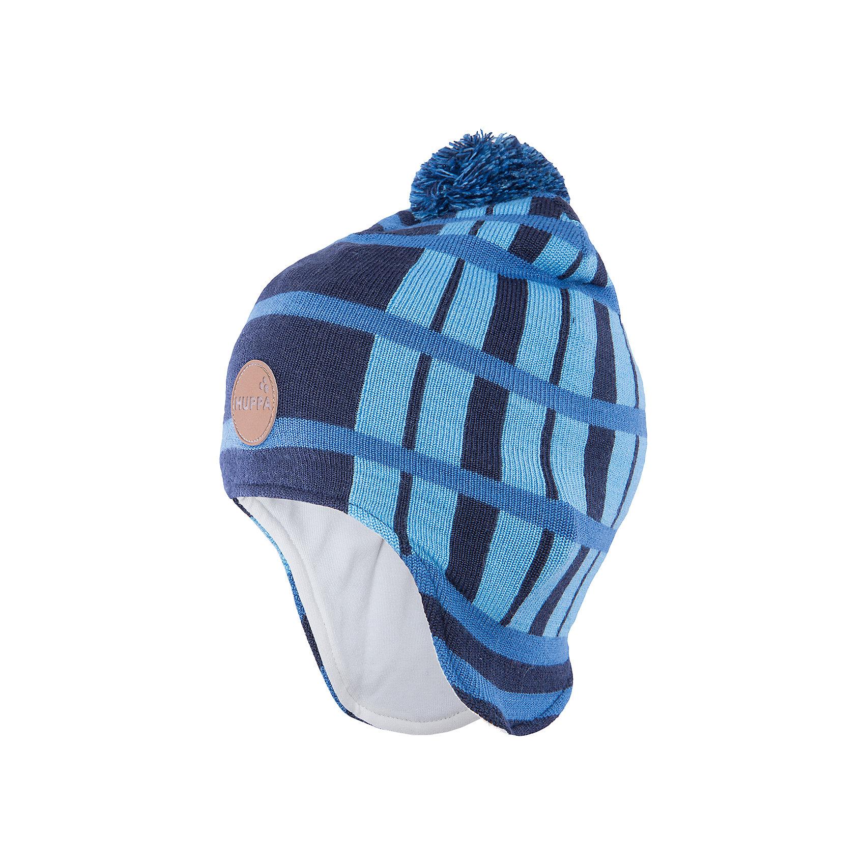 Шапка  HuppaШапочки<br>Удлиненная вязаная шапка Windy от Huppa(Хуппа) изготовлена из шерсти мериноса и акрила. Она отлично сохраняет тепло, надежно закрывает уши и не вызывает раздражения на коже, благодаря подкладке из хлопка. Шапка имеет рисунок с полосками, помпон и эмблему фирмы спереди. В этой шапочке ребенку несомненно будет очень тепло и комфортно!<br><br>Дополнительная информация:<br>Цвет: темно-синий<br>Материал: 100% полиэстер<br>Подкладка: трикотаж - 100% хлопок<br><br>Шапку Huppa(Хуппа) вы можете приобрести в нашем интернет-магазине.<br><br>Ширина мм: 89<br>Глубина мм: 117<br>Высота мм: 44<br>Вес г: 155<br>Цвет: синий<br>Возраст от месяцев: 12<br>Возраст до месяцев: 24<br>Пол: Мужской<br>Возраст: Детский<br>Размер: 47-49,55-57,51-53<br>SKU: 4923553