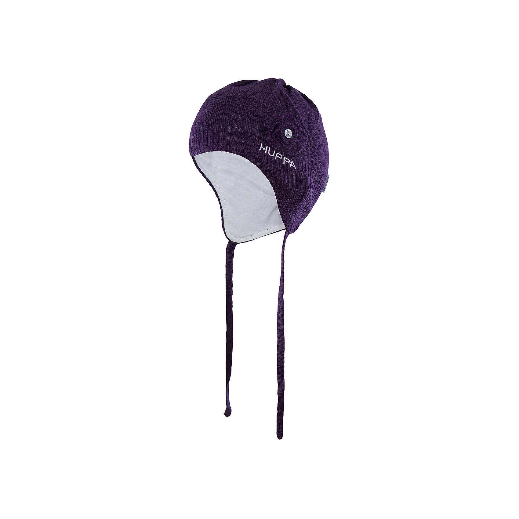 Шапка для девочки HuppaГоловные уборы<br>Вязаная шапка LOORA Huppa(Хуппа) изготовлена из акрила с подкладкой из хлопка. Она отлично согреет девочку и защитит уши от ветра. Шапка имеет завязки и широкую резинку для более надежной фиксации. Модель украшена декоративным цветком со стразой. Прекрасны выбор для юных модниц!<br><br>Дополнительная информация:<br>Материал: 50% шерсть мериноса, 50% акрил<br>Подкладка: хлопок<br>Цвет: темно-лиловый<br><br>Вы можете приобрести шапку LOORA Huppa(Хуппа) в нашем интернет-магазине.<br><br>Ширина мм: 89<br>Глубина мм: 117<br>Высота мм: 44<br>Вес г: 155<br>Цвет: фиолетовый<br>Возраст от месяцев: 9<br>Возраст до месяцев: 12<br>Пол: Женский<br>Возраст: Детский<br>Размер: 43-45,51-53,47-49<br>SKU: 4923838