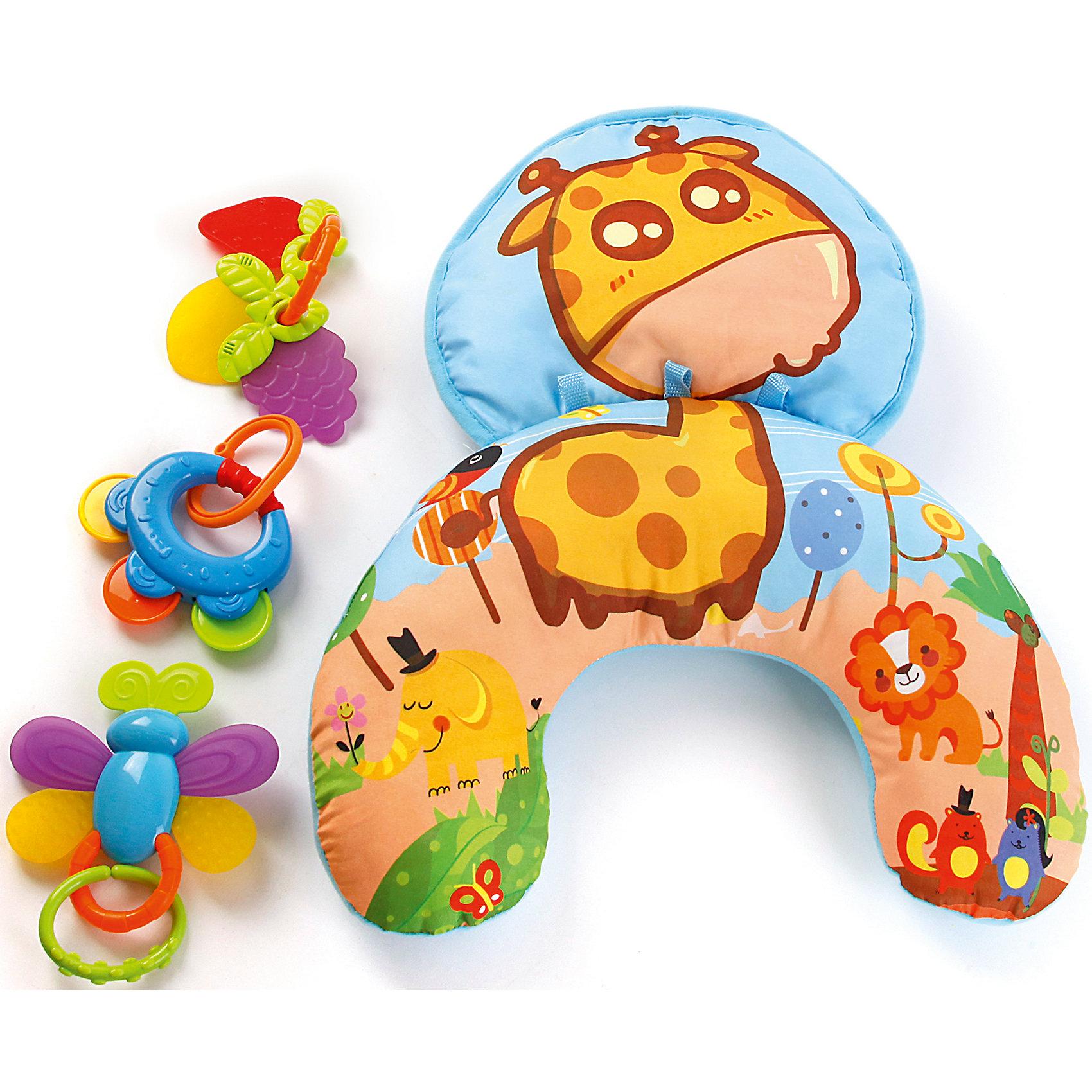 Игровой центр Веселый Жирафик, ЖирафикиИгровой центр Веселый Жирафик от популярного бренда детских товаров Жирафики развеселит вашу кроху! Переносной центр-подушка-коврик очень удобен для малышей, особенно новорожденных, когда большее время они проводят лежа на животике. Яркий и веселый жирафик, а также другие животные на модуле станут надежными компаньонами для игр и развития. Комплект из целых трех съемных прорезывателей придется очень кстати, когда зубки станут давать о себе знать. Также в комплекте две прочные пластиковые погремушки, которые снимаются. С этим модулем можно играть и сидя, кроме того, его можно брать с собой на природу или в путешествие. Игровой центр способствует развитию тактильного и визуального восприятия, а также поможет развить звуковые навыки и воображение. <br><br>Дополнительная информация:<br><br>- В комплект входит: 1 подушка-коврик, 3 прорезывателя, 2 погремушки<br>- Материал: АБС пластик, текстиль<br>- Размер: 31 * 9 * 26 см<br><br>Игровой центр Веселый Жирафик, Жирафики можно купить в нашем интернет-магазине.<br><br>Подробнее:<br>• Для детей в возрасте: от 0 до 12 месяцев<br>• Номер товара: 4925507<br>Страна производитель: Китай<br><br>Ширина мм: 305<br>Глубина мм: 90<br>Высота мм: 260<br>Вес г: 1563<br>Возраст от месяцев: 0<br>Возраст до месяцев: 12<br>Пол: Унисекс<br>Возраст: Детский<br>SKU: 4925507