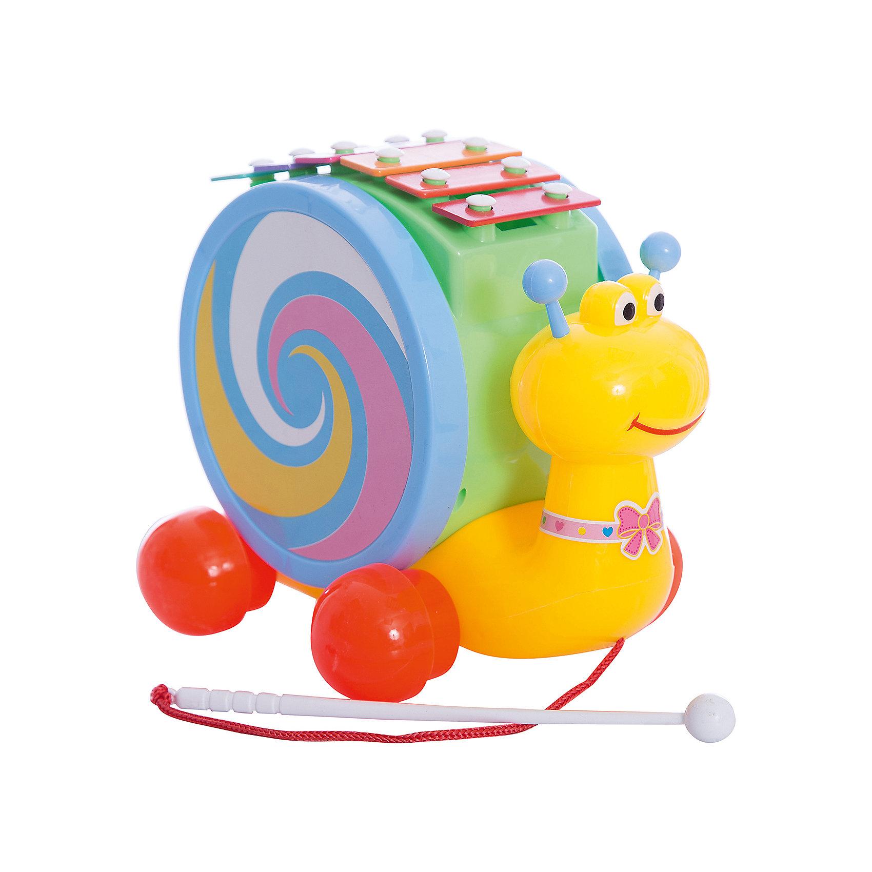 Каталка-улитка. Барабан. Ксилофон, Shantou GepaiИгрушки-каталки<br>Каталка-улитка. Барабан. Ксилофон, Shantou Gepai – это веселая улитка три в одном, с которой так весело играть и развиваться! Разноцветная улитка привлечет внимание и малышу захочется проводить с ней много времени. Круглая большая «раковина» улитки на самом деле - пластиковый барабан, а палочка на шнурке, за которую улитку можно катать – барабанная палочка! На верху улитки расположены шесть клавиш цветов радуги – эти клавиши и есть ксилофон. Улитка поможет малышу развить вкус к музыке и поможет отлично провести время. Также с ней можно развивать координацию движения и развеселить шагающего малыша. <br><br>Дополнительная информация:<br><br>- В комплект входит: 1 каталка<br>- Материал: АБС пластик<br>- Размер: 22 * 16 * 27 см<br><br>Каталку-улитка. Барабан. Ксилофон, Shantou Gepai можно купить в нашем интернет-магазине.<br><br>Подробнее:<br>• Для детей в возрасте: от 3 до 6 лет<br>• Номер товара: 4925517<br>Страна производитель: Китай<br><br>Ширина мм: 220<br>Глубина мм: 155<br>Высота мм: 270<br>Вес г: 675<br>Возраст от месяцев: 36<br>Возраст до месяцев: 72<br>Пол: Унисекс<br>Возраст: Детский<br>SKU: 4925517