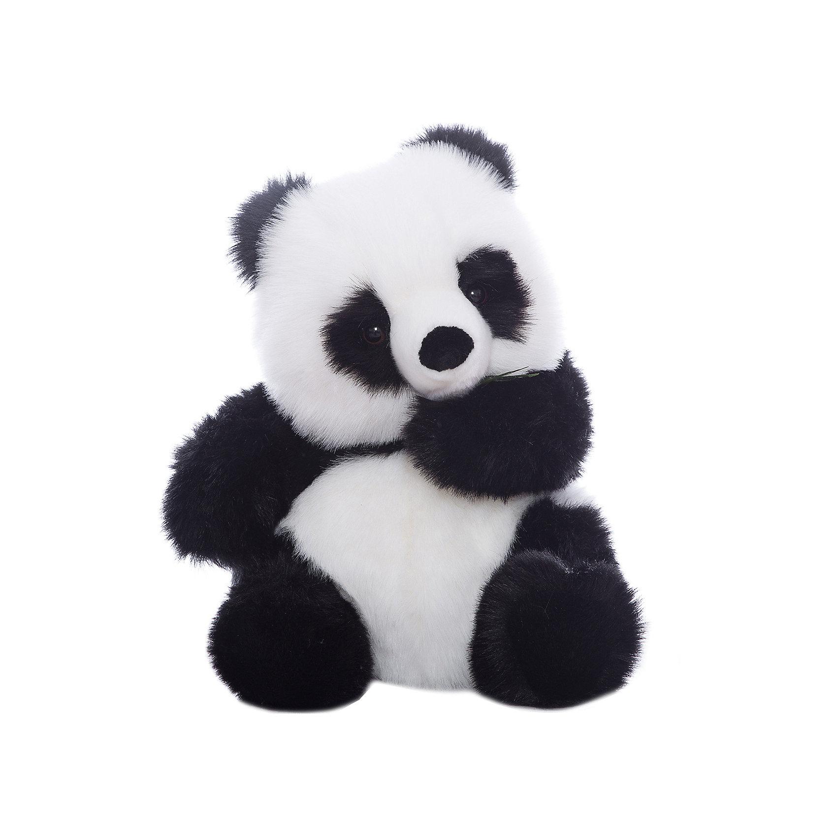 Панда, 45 смЗвери и птицы<br>Панда, 45 см – игрушка от знаменитого бренда Hansa, специализирующегося на выпуске мягких игрушек с высокой степенью натуралистичности. Внешний вид игрушки полностью соответствует своему реальному прототипу – панде (бамбуковому медведю). Она выполнена из искусственного меха с длинным ворсом. Окрас игрушки полностью повторяет окрас бамбукового медведя. Использованные материалы обладают гипоаллергенными свойствами. Внутри игрушки имеется металлический каркас, позволяющий изменять положение. <br>Игрушка относится к серии Дикие животные. <br>Мягкие игрушки от Hansa подходят для сюжетно-ролевых игр, для обучающих игр, направленных на знакомство с животным миром дикой природы. Кроме того, их можно использовать в качестве интерьерных игрушек. Коллекция из нескольких игрушек позволяет создать свой домашний зоопарк, который будет радовать вашего ребенка долгое время, так как ручная работа и качественные материалы гарантируют их долговечность и прочность.<br><br>Дополнительная информация:<br><br>- Вид игр: сюжетно-ролевые игры, коллекционирование, интерьерные игрушки<br>- Предназначение: для дома, для детских развивающих центров, для детских садов<br>- Материал: искусственный мех, наполнитель ? полиэфирное волокно<br>- Размер (ДхШхВ): 43*46*38 см<br>- Вес: 2 кг 270 г<br>- Особенности ухода: сухая чистка при помощи пылесоса или щетки для одежды<br><br>Подробнее:<br><br>• Для детей в возрасте: от 3 лет <br>• Страна производитель: Филиппины<br>• Торговый бренд: Hansa<br><br>Панду, 45 см можно купить в нашем интернет-магазине.<br><br>Ширина мм: 43<br>Глубина мм: 46<br>Высота мм: 38<br>Вес г: 2270<br>Возраст от месяцев: 36<br>Возраст до месяцев: 2147483647<br>Пол: Унисекс<br>Возраст: Детский<br>SKU: 4927138