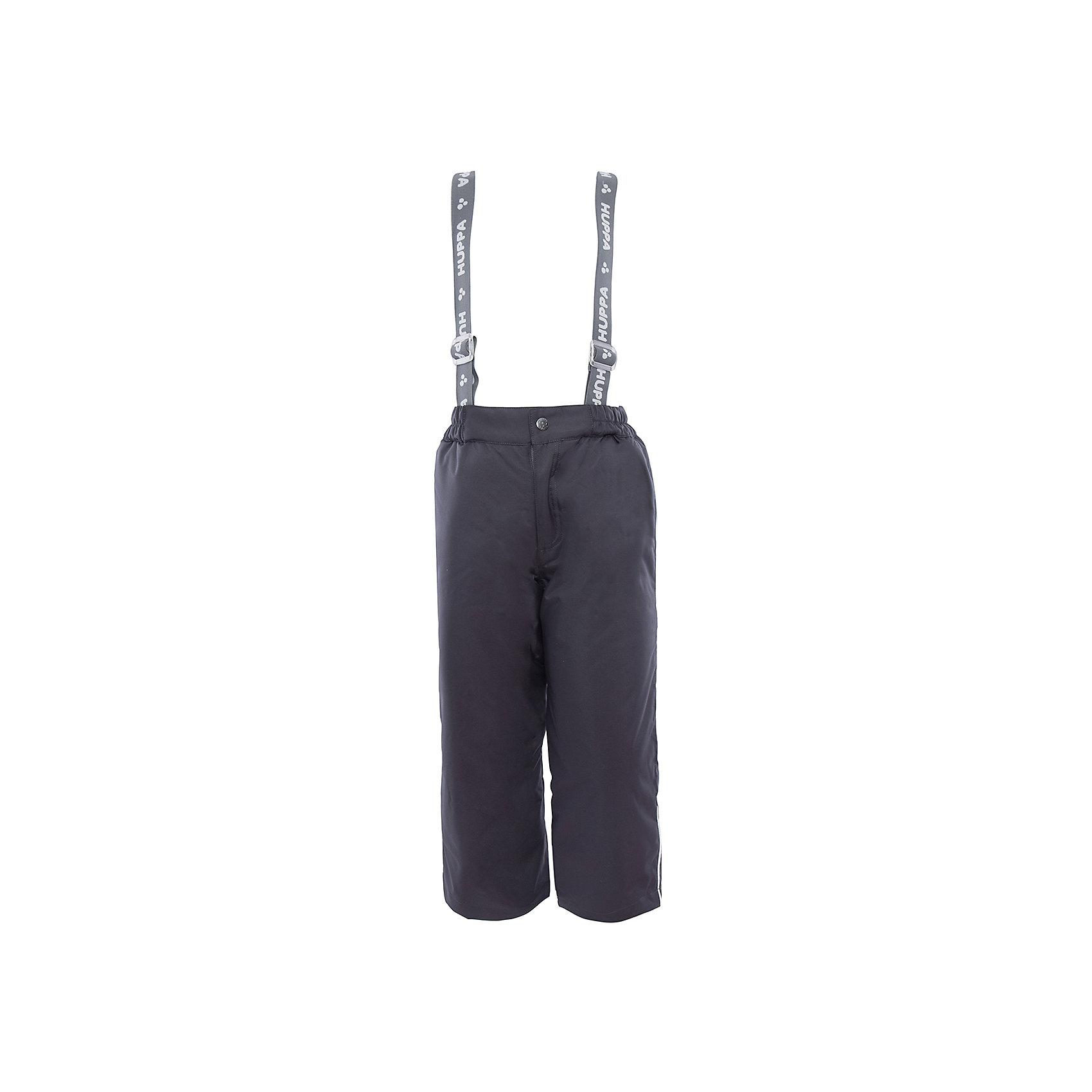 Брюки    HuppaВерхняя одежда<br>Утепленные брюки FREJA Huppa(Хуппа).<br><br>Утеплитель: 100% полиэстер, 160 гр.<br><br>Температурный режим: до -20 градусов. Степень утепления – средняя. <br><br>* Температурный режим указан приблизительно — необходимо, прежде всего, ориентироваться на ощущения ребенка. Температурный режим работает в случае соблюдения правила многослойности – использования флисовой поддевы и термобелья.<br><br>Не пропускают влагу и ветер, благодаря мембране, расположенной с изнанки. Легкий утеплитель HuppaTherm легко стирать, он быстро возвращает форму после стирки и легко сохнет. Брюки хорошо держатся на теле благодаря резинке на поясе и регулируемым подтяжкам с липучками; их легко надевать и застегивать с помощью кнопки и молнии. Отлично подойдут для зимних прогулок!<br><br>Особенности:<br>-прочная ткань<br>-двойные манжеты<br>-брюки не сковывают движений<br>-светоотражающие элементы<br>-шаговый шов проклеен<br><br>Дополнительная информация:<br>Материал: 100% полиэстер<br>Подкладка: тафта - 100% полиэстер<br>Цвет: темно-синий<br><br>Вы можете приобрести брюки FREJA Huppa(Хуппа) в нашем интернет-магазине.<br><br>Ширина мм: 215<br>Глубина мм: 88<br>Высота мм: 191<br>Вес г: 336<br>Цвет: серый<br>Возраст от месяцев: 48<br>Возраст до месяцев: 60<br>Пол: Унисекс<br>Возраст: Детский<br>Размер: 110,104,116,122,128,134,140<br>SKU: 4928343