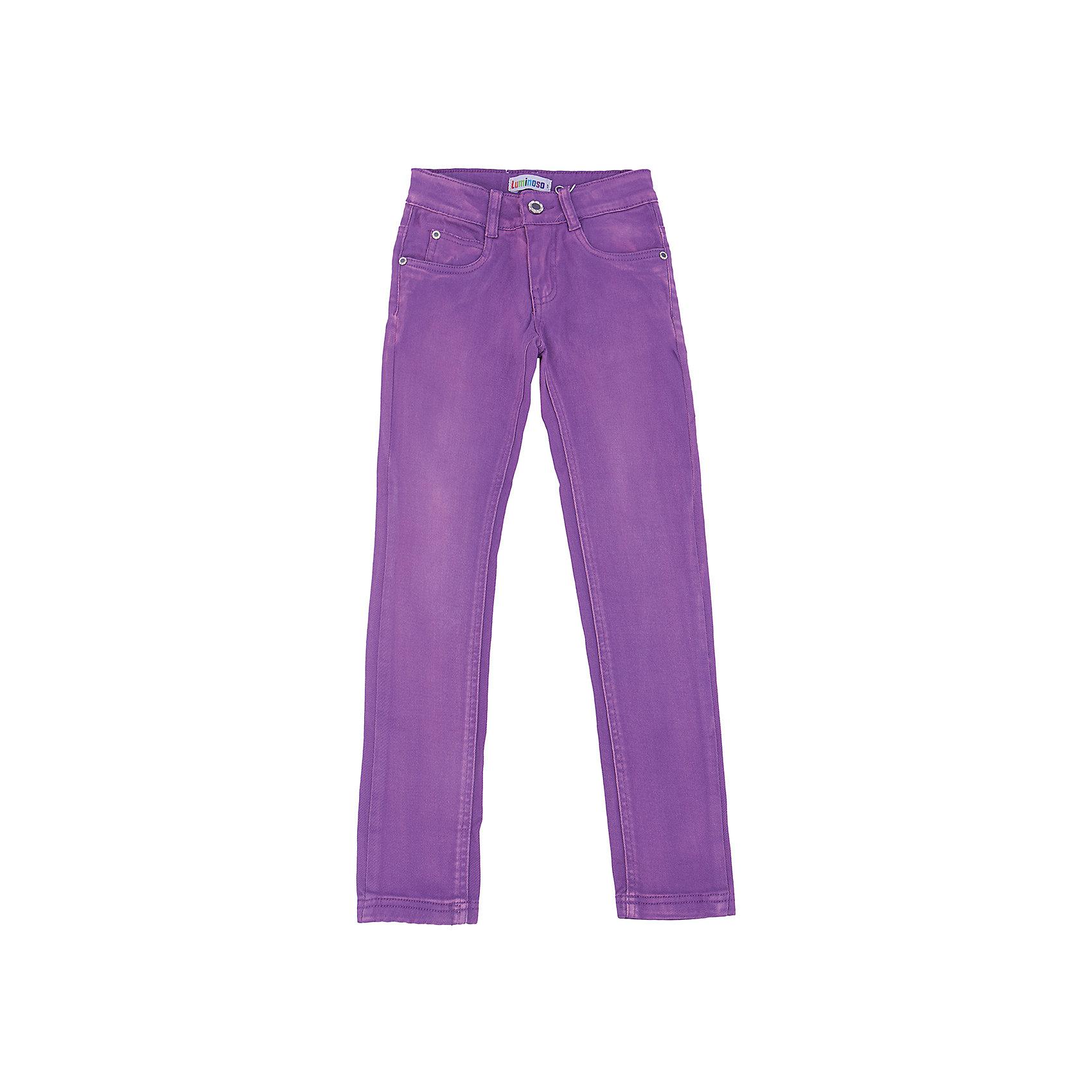 Брюки для девочки LuminosoБрюки<br>Характеристики товара:<br><br>- цвет: фиолетовый;<br>- материал: 98% хлопок, 2% эластан;<br>- эластичный твил;<br>- застежка: пуговица и молния;<br>- пояс регулируется внутренней резинкой на пуговицах;<br>- шлевки для ремня.<br><br>Стильная одежда от бренда Luminoso (Люминосо), созданная при участии итальянских дизайнеров, учитывает потребности подростков и последние веяния моды. Она удобная и модная.<br>Эти брюки выглядят стильно и нарядно, но при этом подходят для ежедневного ношения. Они хорошо сидят на ребенке, обеспечивают комфорт и отлично сочетаются с одежной разных стилей. Модель отличается высоким качеством материала и продуманным дизайном. Натуральный хлопок в составе изделия делает его дышащим, приятным на ощупь и гипоаллергеным.<br><br>Брюки для девочки от бренда Luminoso (Люминосо) можно купить в нашем интернет-магазине.<br><br>Ширина мм: 215<br>Глубина мм: 88<br>Высота мм: 191<br>Вес г: 336<br>Цвет: фиолетовый<br>Возраст от месяцев: 96<br>Возраст до месяцев: 108<br>Пол: Женский<br>Возраст: Детский<br>Размер: 134,164,158,152,146,140<br>SKU: 4929570