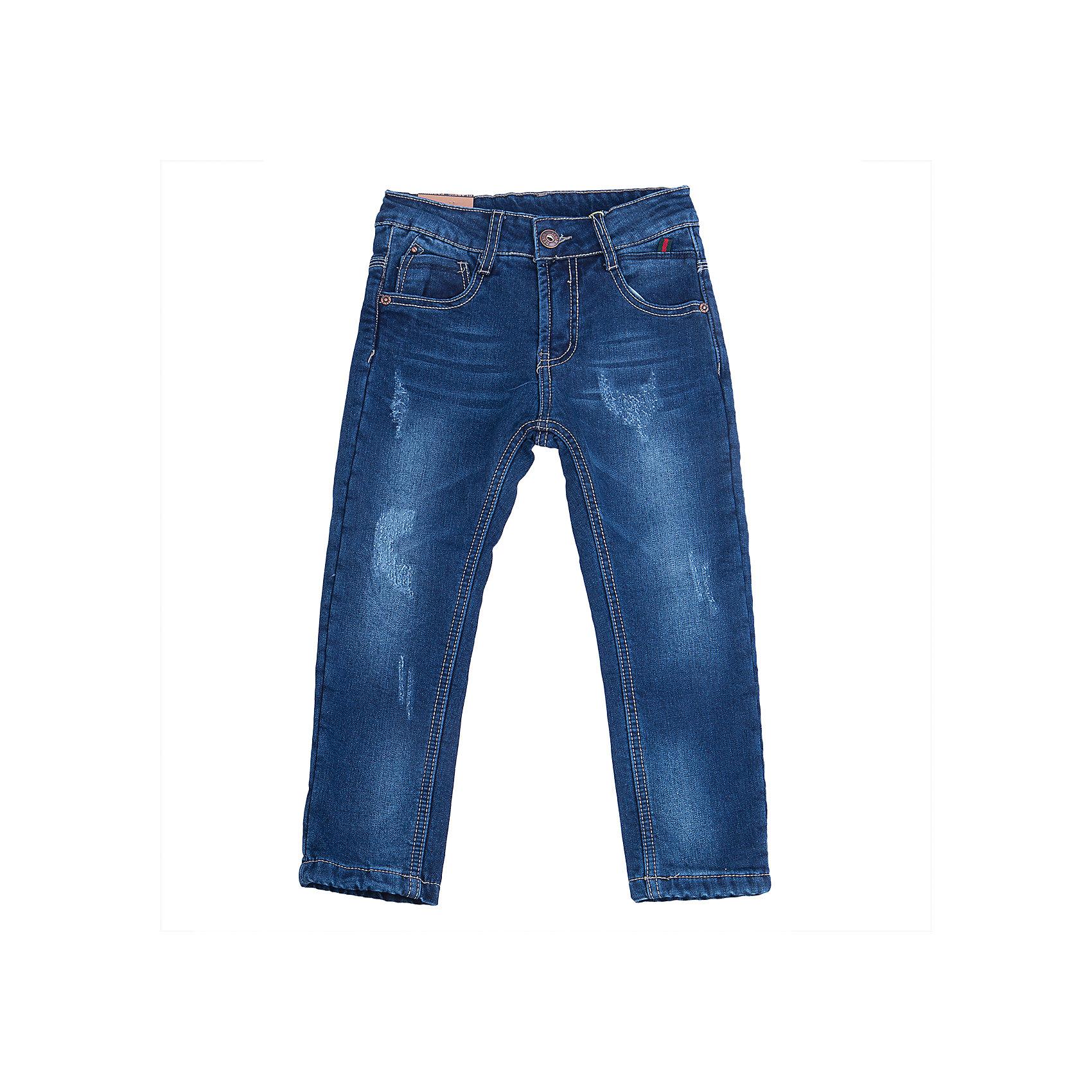 Джинсы для мальчика Sweet BerryДжинсы<br>Такая модель джинсов для мальчика отличается модным дизайном с контрастной прострочкой. Удачный крой обеспечит ребенку комфорт и тепло. Мягкая и теплая хлопковая подкладка делает вещь идеальной для прохладной погоды. Она плотно прилегает к телу там, где нужно, и отлично сидит по фигуре. Джинсы имеют регулировку размера на талии и удобные карманы.<br>Одежда от бренда Sweet Berry - это простой и выгодный способ одеть ребенка удобно и стильно. Всё изделия тщательно проработаны: швы - прочные, материал - качественный, фурнитура - подобранная специально для детей. <br><br>Дополнительная информация:<br><br>цвет: синий;<br>имитация потертостей;<br>материал: верх - 98% хлопок, 2% эластан, подкладка - 100% полиэстер;<br>внутри на поясе - регулировка размера;<br>карманы.<br><br>Джинсы для мальчика от бренда Sweet Berry можно купить в нашем интернет-магазине.<br><br>Ширина мм: 215<br>Глубина мм: 88<br>Высота мм: 191<br>Вес г: 336<br>Цвет: синий<br>Возраст от месяцев: 24<br>Возраст до месяцев: 36<br>Пол: Мужской<br>Возраст: Детский<br>Размер: 98,104,110,116,122,128<br>SKU: 4930037
