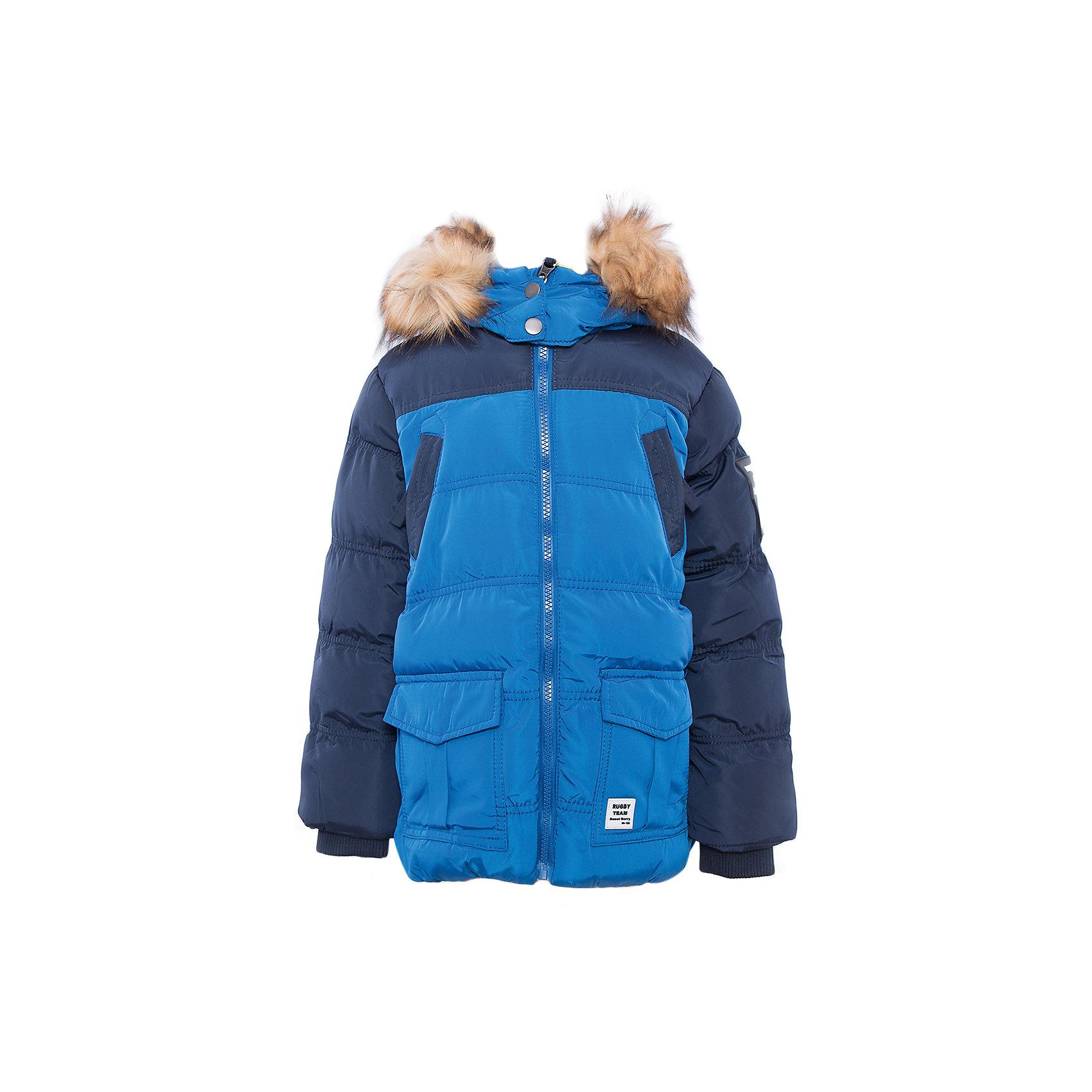 Куртка для мальчика Sweet BerryДемисезонные куртки<br>Куртка синяя для мальчика.<br><br>Температурный режим: до -5 градусов. Степень утепления – низкая. <br><br>* Температурный режим указан приблизительно — необходимо, прежде всего, ориентироваться на ощущения ребенка. Температурный режим работает в случае соблюдения правила многослойности – использования флисовой поддевы и термобелья.<br><br>Такая модель куртки для мальчика отличается модным дизайном. Удачный крой обеспечит ребенку комфорт и тепло. Флисовая подкладка делает вещь идеальной для прохладной погоды. Она плотно прилегает к телу там, где нужно, и отлично сидит по фигуре. Декорирована модель опушкой на капюшоне и удобными карманами.<br>Одежда от бренда Sweet Berry - это простой и выгодный способ одеть ребенка удобно и стильно. Всё изделия тщательно проработаны: швы - прочные, материал - качественный, фурнитура - подобранная специально для детей. <br><br>Дополнительная информация:<br><br>цвет: синий;<br>капюшон с опушкой;<br>материал: верх, подкладка, наполнитель - 100% полиэстер;<br>застежка: молния;<br>карманы на молнии.<br><br>Куртку для мальчика от бренда Sweet Berry можно купить в нашем интернет-магазине.<br><br>Ширина мм: 356<br>Глубина мм: 10<br>Высота мм: 245<br>Вес г: 519<br>Цвет: синий<br>Возраст от месяцев: 24<br>Возраст до месяцев: 36<br>Пол: Мужской<br>Возраст: Детский<br>Размер: 98,104,110,116,122,128<br>SKU: 4930550