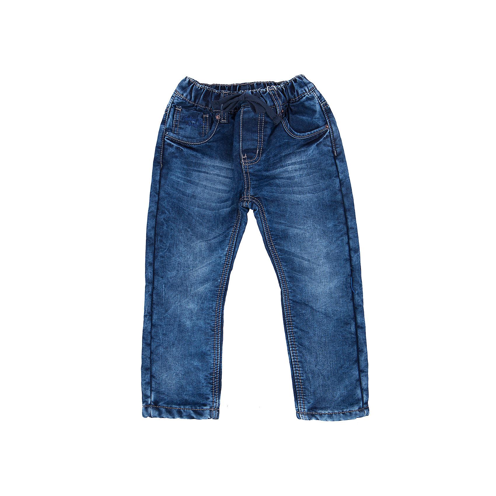Джинсы для мальчика Sweet BerryТакая модель джинсов для мальчика отличается модным дизайном с контрастной прострочкой и потертостями. Удачный крой обеспечит ребенку комфорт и тепло. Мягкая и теплая подкладка делает вещь идеальной для прохладной погоды. Она плотно прилегает к телу там, где нужно, и отлично сидит по фигуре. Джинсы имеют удобный пояс с регулировкой внутри. Натуральный хлопок обеспечит коже возможность дышать и не вызовет аллергии.<br>Одежда от бренда Sweet Berry - это простой и выгодный способ одеть ребенка удобно и стильно. Всё изделия тщательно проработаны: швы - прочные, материал - качественный, фурнитура - подобранная специально для детей. <br><br>Дополнительная информация:<br><br>цвет: синий;<br>имитация потертостей;<br>материал: 100% хлопок, подкладка - 100% полиэстер (флис);<br>пояс с регулировкой внутри.<br><br>Джинсы для мальчика от бренда Sweet Berry можно купить в нашем интернет-магазине.<br><br>Ширина мм: 215<br>Глубина мм: 88<br>Высота мм: 191<br>Вес г: 336<br>Цвет: синий<br>Возраст от месяцев: 24<br>Возраст до месяцев: 36<br>Пол: Мужской<br>Возраст: Детский<br>Размер: 98,104,110,116,122,128<br>SKU: 4930683