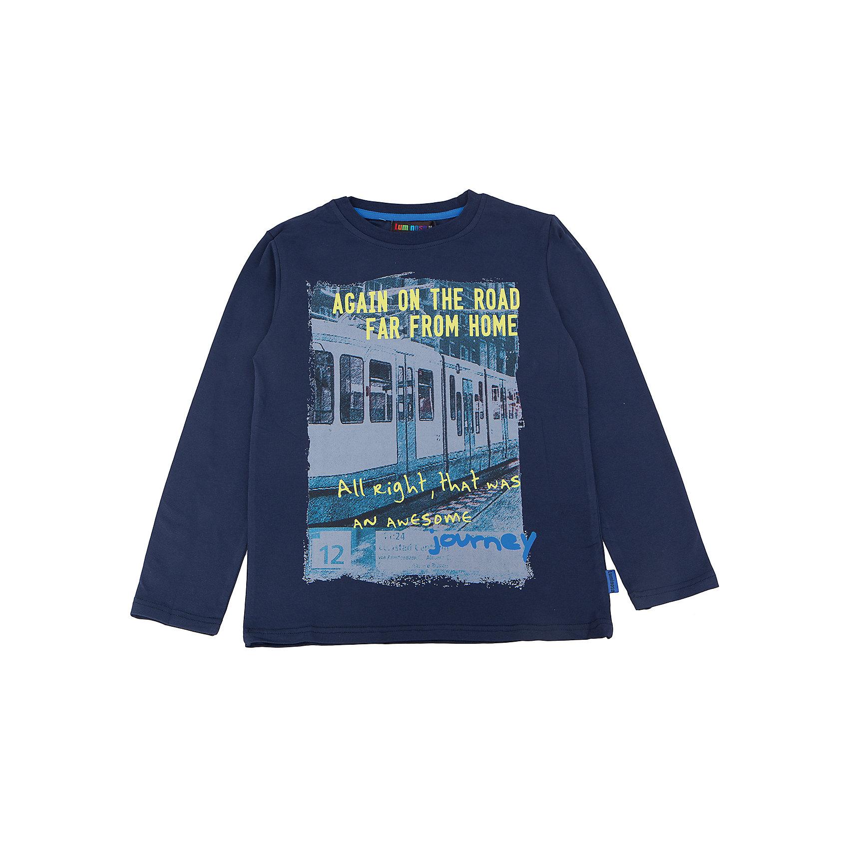 Футболка с длинным рукавом для мальчика LuminosoФутболки с длинным рукавом<br>Характеристики товара:<br><br>- цвет: синий;<br>- материал: 95% хлопок, 5% эластан;<br>- декорирована принтом;<br>- длинный рукав;<br>- округлый горловой вырез.<br><br>Стильная одежда от бренда Luminoso (Люминосо), созданная при участии итальянских дизайнеров, учитывает потребности подростков и последние веяния моды. Она удобная и модная.<br>Эта футболка с длинным рукавом выглядит стильно и нарядно, но при этом подходит для ежедневного ношения. Он хорошо сидит на ребенке, обеспечивает комфорт и отлично сочетается с одежной разных стилей. Модель отличается высоким качеством материала и продуманным дизайном. Натуральный хлопок в составе изделия делает его дышащим, приятным на ощупь и гипоаллергеным.<br><br>Футболку с длинным рукавом для мальчика от бренда Luminoso (Люминосо) можно купить в нашем интернет-магазине.<br><br>Ширина мм: 230<br>Глубина мм: 40<br>Высота мм: 220<br>Вес г: 250<br>Цвет: синий<br>Возраст от месяцев: 156<br>Возраст до месяцев: 168<br>Пол: Мужской<br>Возраст: Детский<br>Размер: 164,140,158,134,152,146<br>SKU: 4930886