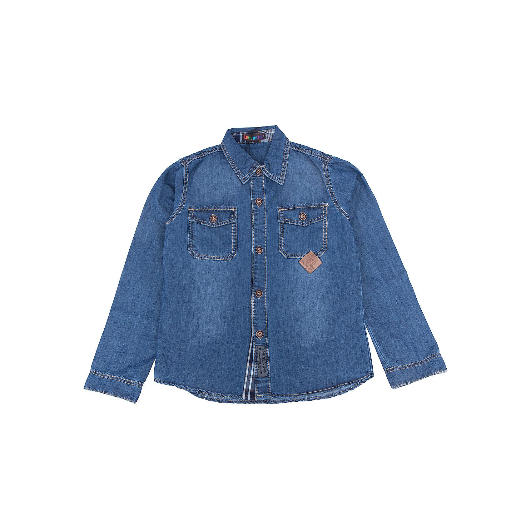 Рубашка джинсовая для мальчика LuminosoБлузки и рубашки<br>Характеристики товара:<br><br>- цвет: синий;<br>- материал: 100% хлопок;<br>- карман;<br>- длинный рукав;<br>- декорирована констрастной отстрочкой и шевроном.<br><br>Стильная одежда от бренда Luminoso (Люминосо), созданная при участии итальянских дизайнеров, учитывает потребности подростков и последние веяния моды. Она удобная и модная.<br>Эта хлопковая рубашка выглядит стильно и нарядно, но при этом подходит для ежедневного ношения. Он хорошо сидит на ребенке, обеспечивает комфорт и отлично сочетается с одежной разных стилей. Модель отличается высоким качеством материала и продуманным дизайном. Натуральный хлопок в составе изделия делает его дышащим, приятным на ощупь и гипоаллергеным.<br><br>Рубашку для мальчикаот бренда Luminoso (Люминосо) можно купить в нашем интернет-магазине.<br><br>Ширина мм: 174<br>Глубина мм: 10<br>Высота мм: 169<br>Вес г: 157<br>Цвет: синий<br>Возраст от месяцев: 156<br>Возраст до месяцев: 168<br>Пол: Мужской<br>Возраст: Детский<br>Размер: 164,134,140,146,152,158<br>SKU: 4930963