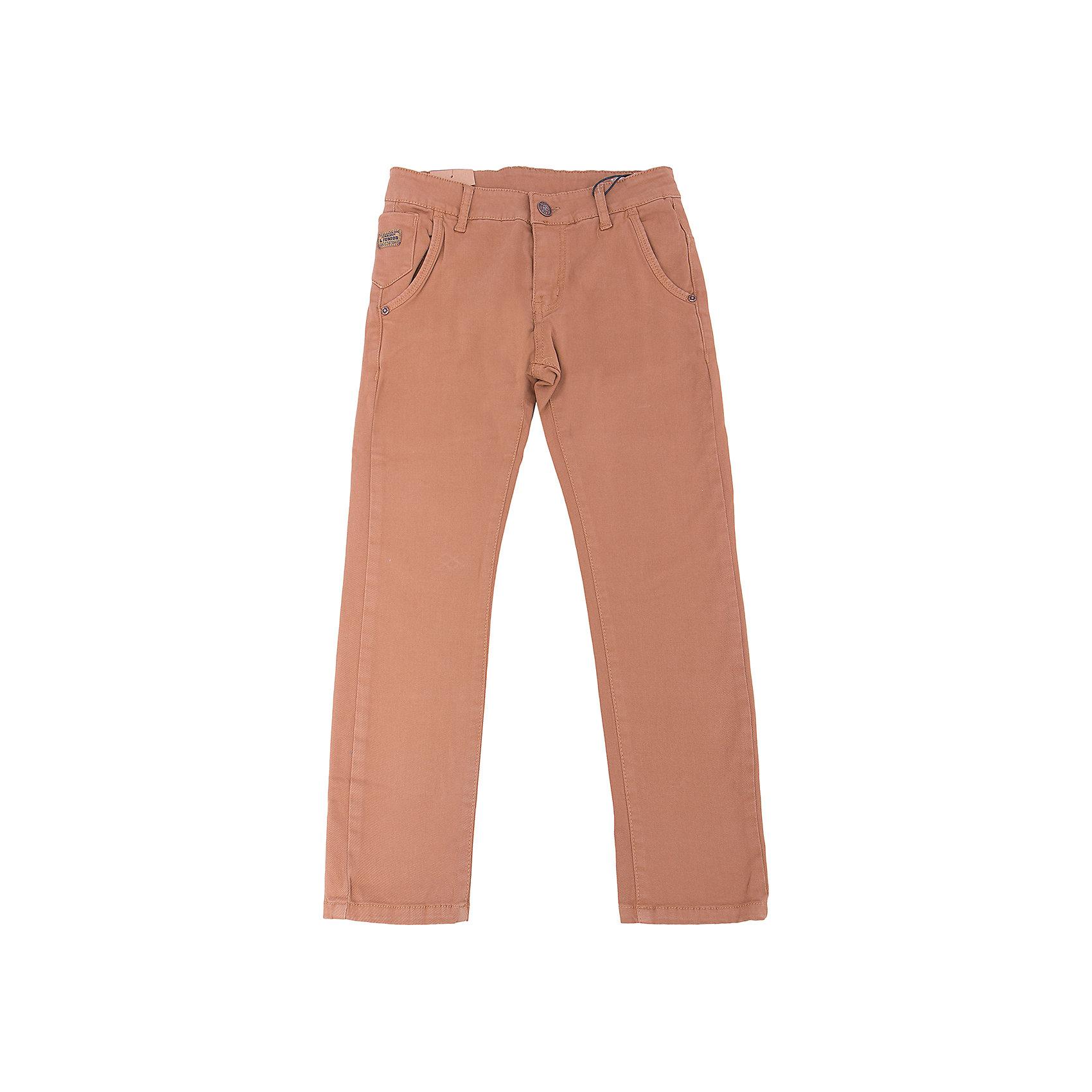Брюки для мальчика LuminosoБрюки<br>Характеристики товара:<br><br>- цвет: коричневый;<br>- материал: 98% хлопок, 2% эластан;<br>- застежка: пуговица и молния;<br>- пояс регулируется внутренней резинкой на пуговицах;<br>- шлевки для ремня.<br><br>Стильная одежда от бренда Luminoso (Люминосо), созданная при участии итальянских дизайнеров, учитывает потребности подростков и последние веяния моды. Она удобная и модная.<br>Эти брюки выглядят стильно, но при этом подходят для ежедневного ношения. Они хорошо сидят на ребенке, обеспечивают комфорт и отлично сочетаются с одежной разных стилей. Модель отличается высоким качеством материала и продуманным дизайном. Натуральный хлопок в составе изделия делает его дышащим, приятным на ощупь и гипоаллергеным.<br><br>Брюки для мальчика от бренда Luminoso (Люминосо) можно купить в нашем интернет-магазине.<br><br>Ширина мм: 215<br>Глубина мм: 88<br>Высота мм: 191<br>Вес г: 336<br>Цвет: коричневый<br>Возраст от месяцев: 144<br>Возраст до месяцев: 156<br>Пол: Мужской<br>Возраст: Детский<br>Размер: 158,164,152,146,140,134<br>SKU: 4930977