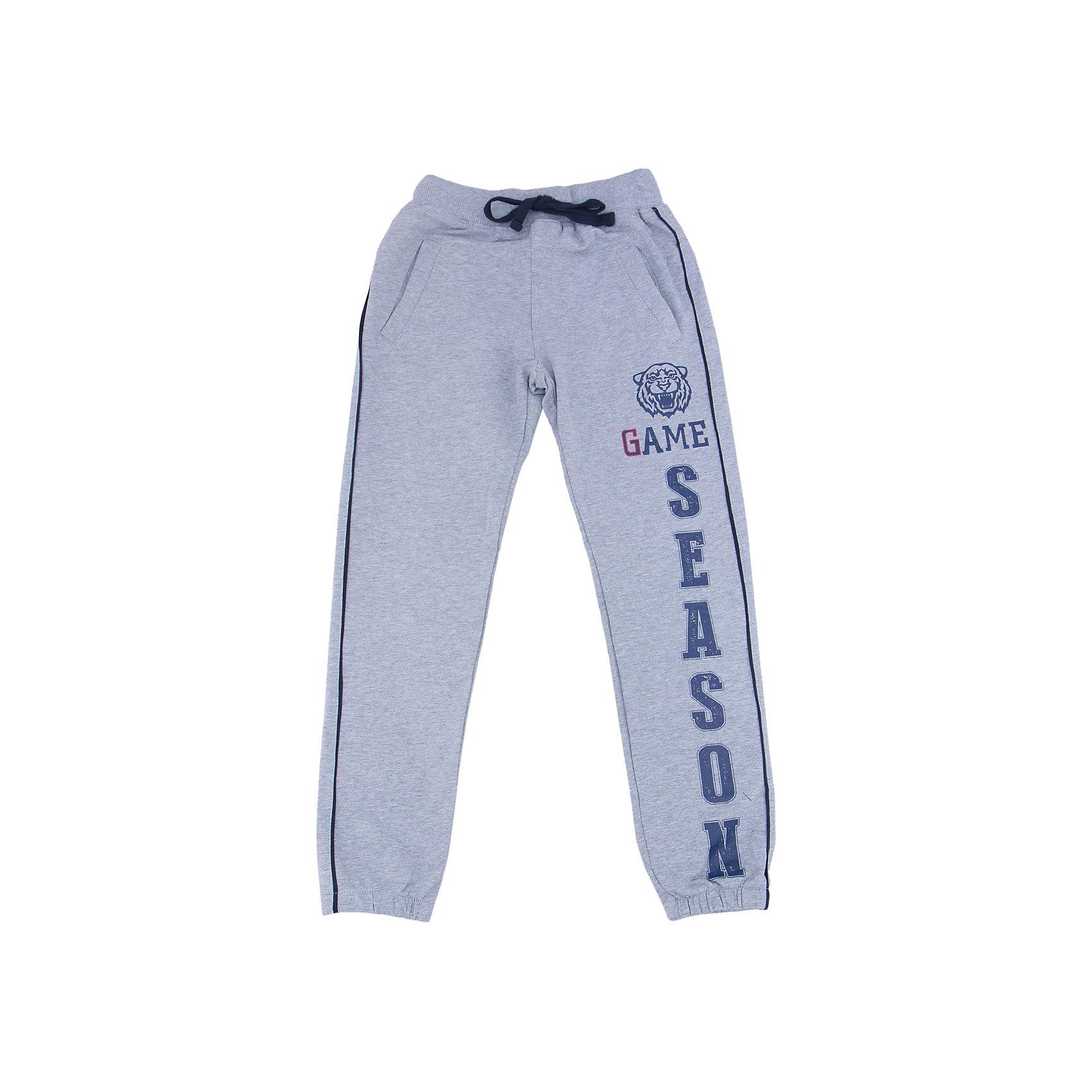 Брюки для мальчика LuminosoСпортивная форма<br>Спортивные брюки для мальчиков с лампасами по бокам. Эластичный пояс с внутренней резинкой, с дополнительным  шнурком. Декорирован принтом.<br>Состав:<br>95% хлопок 5% эластан<br><br>Ширина мм: 215<br>Глубина мм: 88<br>Высота мм: 191<br>Вес г: 336<br>Цвет: серый<br>Возраст от месяцев: 120<br>Возраст до месяцев: 132<br>Пол: Мужской<br>Возраст: Детский<br>Размер: 146,164,134,140,152,158<br>SKU: 4931026