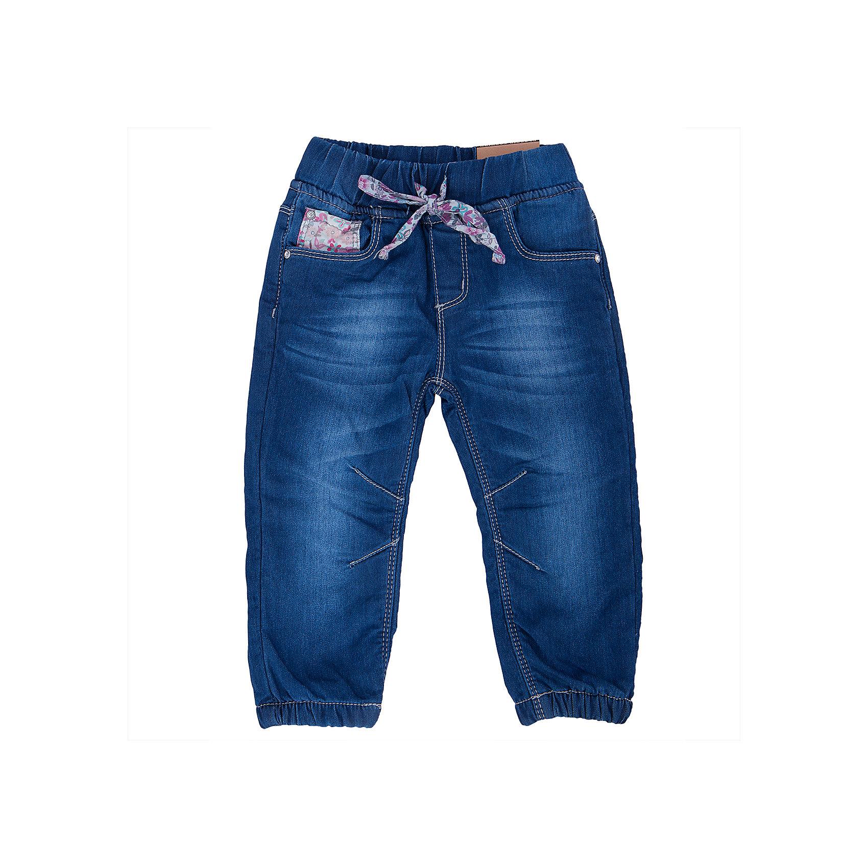 Джинсы для девочки Sweet BerryДжинсовая одежда<br>Такая модель джинсов для девочки отличается модным дизайном с контрастной прострочкой и потертостями. Удачный крой обеспечит ребенку комфорт и тепло. Мягкая и теплая подкладка делает вещь идеальной для прохладной погоды. Она плотно прилегает к телу там, где нужно, и отлично сидит по фигуре. Джинсы имеют удобный пояс с регулировкой шнурком внутри. Натуральный хлопок обеспечит коже возможность дышать и не вызовет аллергии.<br>Одежда от бренда Sweet Berry - это простой и выгодный способ одеть ребенка удобно и стильно. Всё изделия тщательно проработаны: швы - прочные, материал - качественный, фурнитура - подобранная специально для детей. <br><br>Дополнительная информация:<br><br>цвет: синий;<br>имитация потертостей;<br>материал: верх - 98% хлопок, 2% эластан, подкладка - 100% полиэстер (флис);<br>пояс с регулировкой шнурком внутри.<br><br>Джинсы для девочки от бренда Sweet Berry можно купить в нашем интернет-магазине.<br><br>Ширина мм: 215<br>Глубина мм: 88<br>Высота мм: 191<br>Вес г: 336<br>Цвет: голубой<br>Возраст от месяцев: 12<br>Возраст до месяцев: 15<br>Пол: Женский<br>Возраст: Детский<br>Размер: 80,86,92,98<br>SKU: 4931203