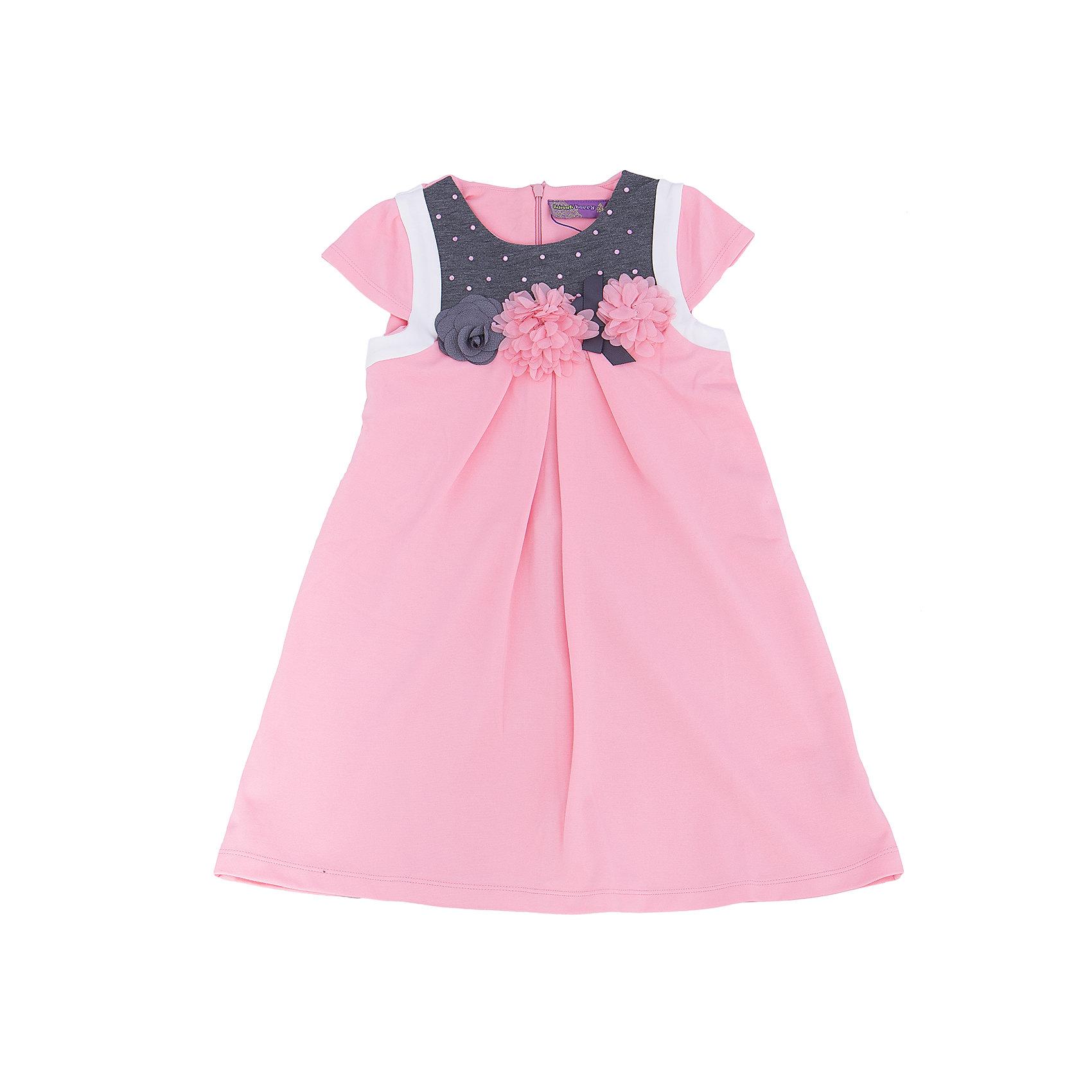 Платье для девочки Sweet BerryПлатья и сарафаны<br>Нежное платье из новой коллекции фирмы Sweet Berry – романтичная модель для не менее романтичной девочки. Основной цвет – бледно розовый. Платье дополнено контрастными деталями серого цвета. На лифе платье прикреплены трикотажные цветы и приклеены розовые стразы. Цвет платья сочетается практически с любыми вещами и позволяет создать множество стильных образов. Материалы, использованные при изготовлении одежды, полностью безопасны для детей и отвечают всем требованиям по качеству продукции данной категории.<br><br>Дополнительная информация: <br><br>расклешенная юбка;<br>2 кармана;<br>цвет: розовый;<br>материал: хлопок 95%, эластан 5%.<br><br>Платье для девочки от компании Sweet Berry можно приобрести в нашем магазине.<br><br>Ширина мм: 236<br>Глубина мм: 16<br>Высота мм: 184<br>Вес г: 177<br>Цвет: розовый<br>Возраст от месяцев: 24<br>Возраст до месяцев: 36<br>Пол: Женский<br>Возраст: Детский<br>Размер: 98,104,110,116,122,128<br>SKU: 4931939