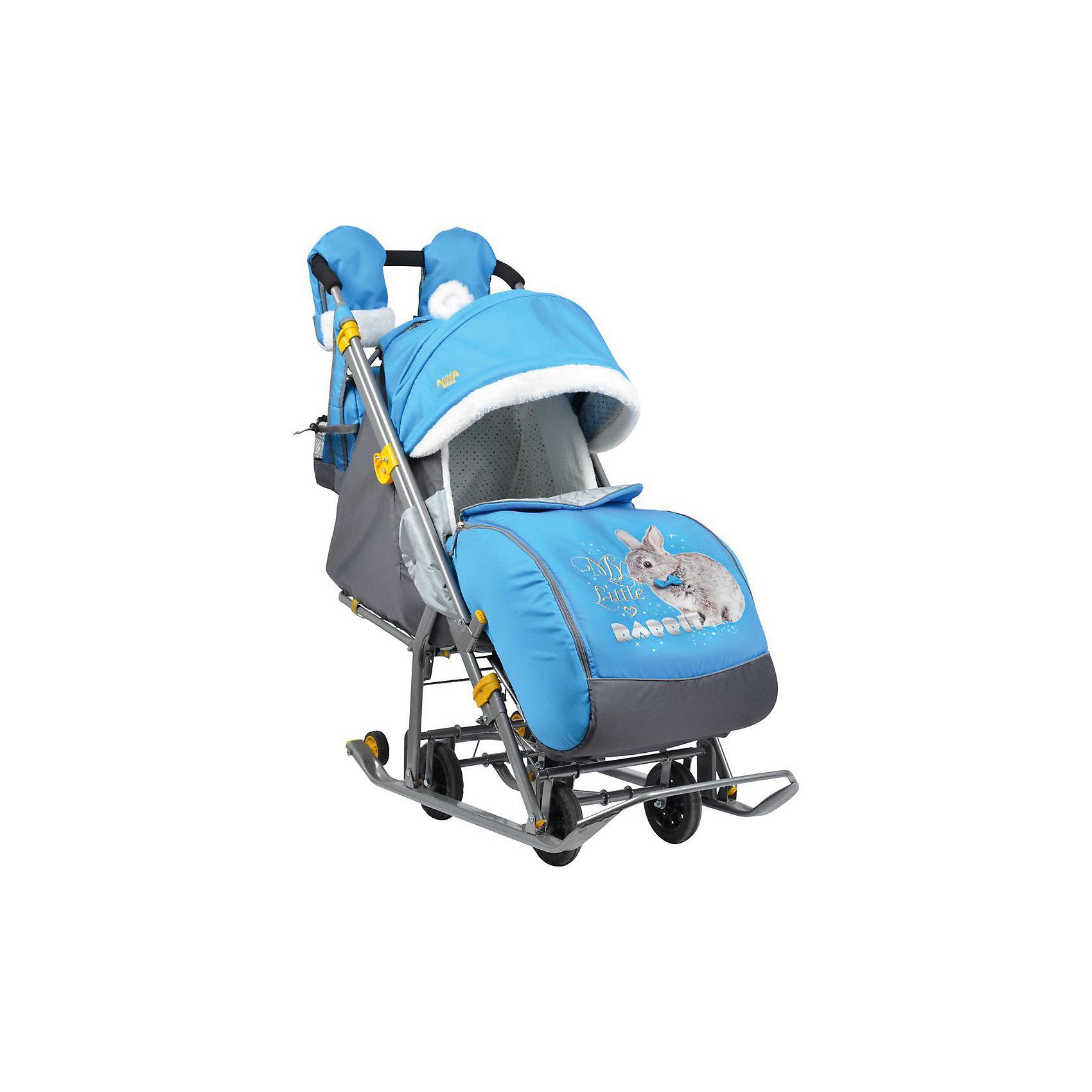 Санки-коляска Ника детям  7-2, Rabbitt, василекСанки-коляски<br>Санки-коляска Ника детям 7-2, Rabbitt, василек – легкое передвижение в снежную погоду.<br>Удобные санки оснащены пятиточечными ремнями безопасности, которые предотвращают выпадение малыша из колясок даже при очень быстрой ходьбе. Благодаря широким полозьям и транспортировочным колесам санки-коляску очень легко перемещать и возить как по бездорожью, так и по дорогам с небольшим количеством снега. Чехол для ножек и капюшон с окошком позволяют малышу укрыться от снега, ветра, метели и не заскучать. Спинка регулируется в трех положениях, а специальная подножка позволяет ребенку удобно разместиться лежа. Ручка для родителей имеет два положения: сзади санок и спереди, и оснащена теплыми варежками для долгих прогулок. В комплект к санкам идет вместительная сумка.<br><br>Дополнительная информация:<br><br>- материал: металл, полиэсте <br>- размер в разложенном виде (с выдвинутой колесной базой):105х44,5х109,5 см<br>- высота ручки от земли: 93 см<br>- размер сиденья: 32 х 29 см<br>- размер спинки: 33х43 см<br>- размер в сложенном виде: 110,5х44,5х28 см<br>- вес: 10 кг<br>- максимальный вес ребенка: 25 кг<br><br>Санки-коляска Ника детям 7-2, Rabbitt, василек можно купить в нашем магазине.<br><br>Ширина мм: 1105<br>Глубина мм: 445<br>Высота мм: 280<br>Вес г: 11000<br>Возраст от месяцев: 12<br>Возраст до месяцев: 48<br>Пол: Унисекс<br>Возраст: Детский<br>SKU: 4937467