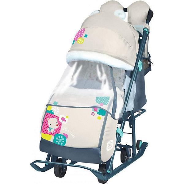 Санки-коляска Ника детям  7-2, Коллаж-мишка, бежевыйС колесиками<br>Санки-коляска Ника детям 7-2, Коллаж-мишка, бежевый – легкое передвижение в снежную погоду.<br>Удобные санки оснащены пятиточечными ремнями безопасности, которые предотвращают выпадение малыша из колясок даже при очень быстрой ходьбе. Благодаря широким полозьям и транспортировочным колесам санки-коляску очень легко перемещать и возить как по бездорожью, так и по дорогам с небольшим количеством снега. Чехол для ножек и капюшон с окошком позволяют малышу укрыться от снега, ветра, метели и не заскучать. Спинка регулируется в трех положениях, а специальная подножка позволяет ребенку удобно разместиться лежа. Ручка для родителей имеет два положения: сзади санок и спереди, и оснащена теплыми варежками для долгих прогулок. В комплект к санкам идет вместительная сумка.<br><br>Дополнительная информация:<br><br>- материал: металл, полиэсте <br>- размер в разложенном виде (с выдвинутой колесной базой):105х44,5х109,5 см<br>- высота ручки от земли: 93 см<br>- размер сиденья: 32 х 29 см<br>- размер спинки: 33х43 см<br>- размер в сложенном виде: 110,5х44,5х28 см<br>- вес: 10,3 кг<br>- максимальный вес ребенка: 25 кг<br><br>ВНИМАНИЕ!!! Второе и последующее фото показывает функционал товара<br><br>Санки-коляска Ника детям 7-2, Коллаж-мишка, бежевый можно купить в нашем магазине.<br><br>Ширина мм: 1105<br>Глубина мм: 445<br>Высота мм: 280<br>Вес г: 11000<br>Цвет: бежевый<br>Возраст от месяцев: 12<br>Возраст до месяцев: 48<br>Пол: Унисекс<br>Возраст: Детский<br>SKU: 4937469