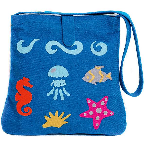 Стигис-аппликация Сумка детская, морскаяБумага<br>Если девочка давно мечтает о красивой сумке с оригинальной аппликацией, то ей обязательно понравится набор для стигис-аппликации на сумке. Ребенок сможет самостоятельно придумать дизайн и воссоздать его на сумочке при помощи ткани с термоклеевым слоем. Достаточно вырезать нужные элементы, выложить их на сумку и прогладить утюгом - красивая и практичная сумочка готова! В случае ошибки ткань можно снова прогладить утюгом, и она отклеится. Такой вид детского творчество хорошо развивает аккуратность, воображение и дизайнерские способности. Отличный подарок для юных рукодельниц!<br><br>Дополнительная информация: <br>В комплекте: сумка, кусочки stigis-ткани, выкройки, инструкция<br>Цвет: синий<br>Размер: 3,5х27х20 см<br>Вес: 110 грамм<br>Набор для стигис-аппликации можно купить в нашем интернет-магазине.<br><br>Ширина мм: 200<br>Глубина мм: 270<br>Высота мм: 35<br>Вес г: 110<br>Возраст от месяцев: 60<br>Возраст до месяцев: 120<br>Пол: Унисекс<br>Возраст: Детский<br>SKU: 4939424