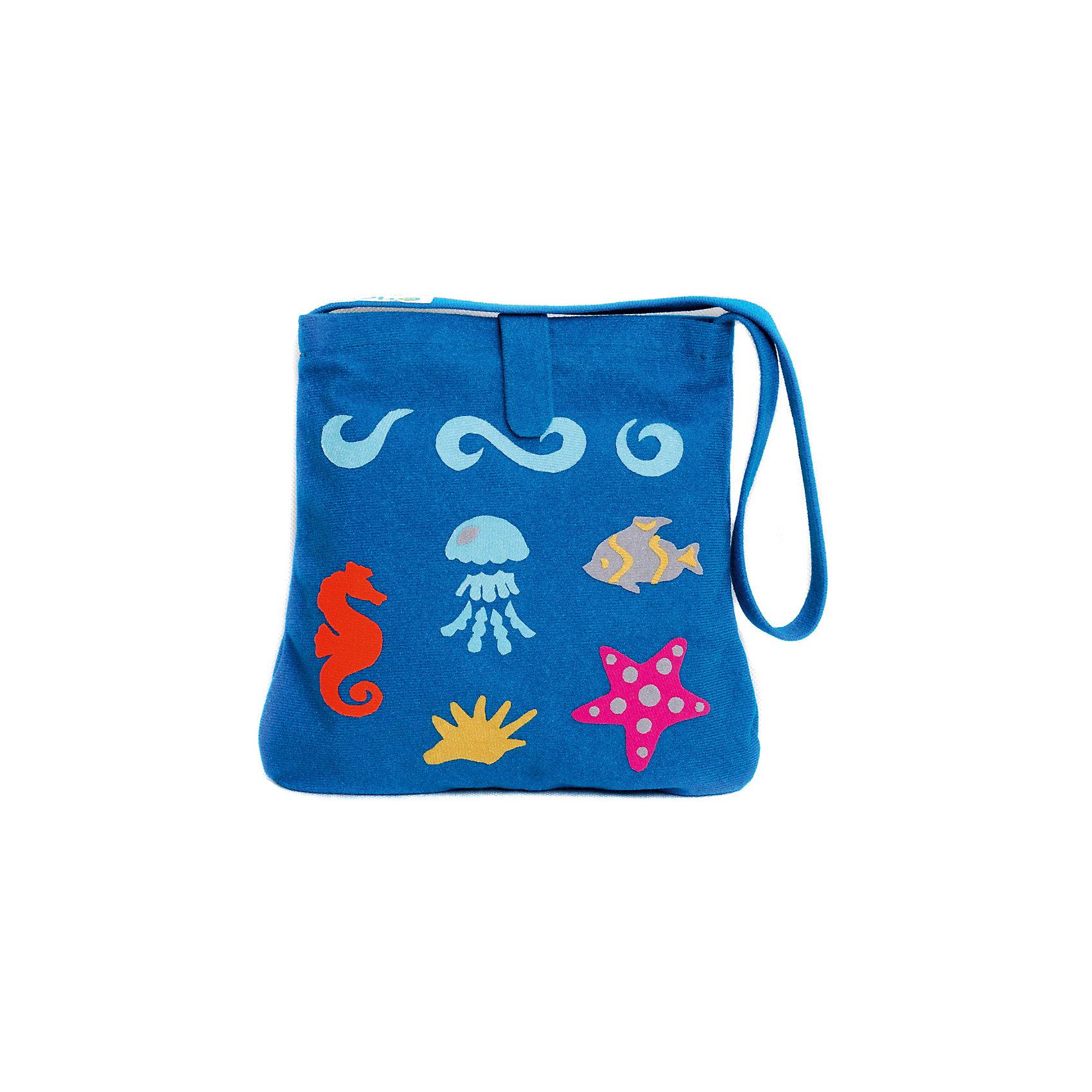 Стигис-аппликация Сумка детская, морскаяЕсли девочка давно мечтает о красивой сумке с оригинальной аппликацией, то ей обязательно понравится набор для стигис-аппликации на сумке. Ребенок сможет самостоятельно придумать дизайн и воссоздать его на сумочке при помощи ткани с термоклеевым слоем. Достаточно вырезать нужные элементы, выложить их на сумку и прогладить утюгом - красивая и практичная сумочка готова! В случае ошибки ткань можно снова прогладить утюгом, и она отклеится. Такой вид детского творчество хорошо развивает аккуратность, воображение и дизайнерские способности. Отличный подарок для юных рукодельниц!<br><br>Дополнительная информация: <br>В комплекте: сумка, кусочки stigis-ткани, выкройки, инструкция<br>Цвет: синий<br>Размер: 3,5х27х20 см<br>Вес: 110 грамм<br>Набор для стигис-аппликации можно купить в нашем интернет-магазине.<br><br>Ширина мм: 200<br>Глубина мм: 270<br>Высота мм: 35<br>Вес г: 110<br>Возраст от месяцев: 60<br>Возраст до месяцев: 120<br>Пол: Унисекс<br>Возраст: Детский<br>SKU: 4939424