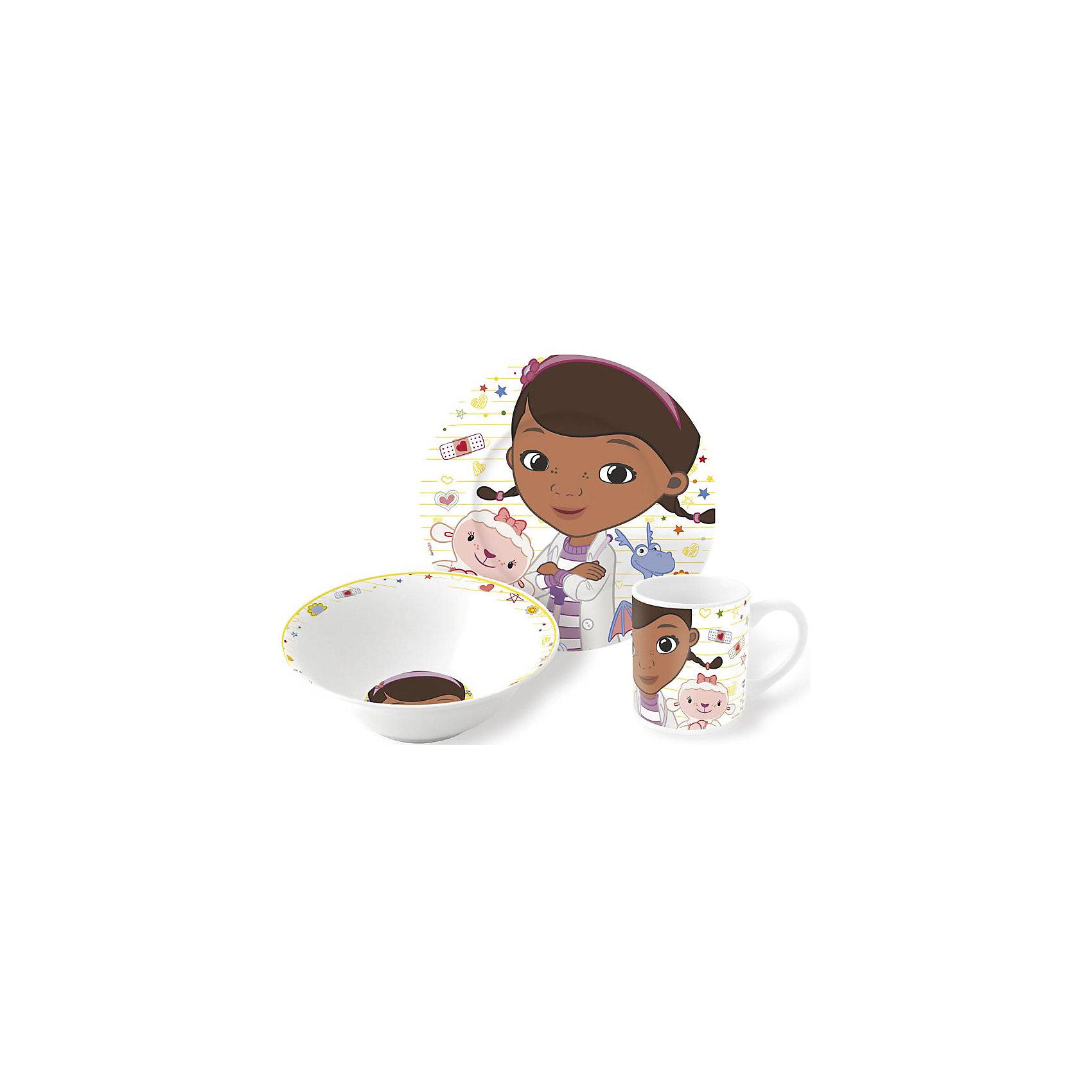 Набор керамической посуды Доктор Плюшева (3 предмета)Набор керамической посуды Доктор Плюшева (3 предмета) – прием пищи с любимыми героями.<br>Красочный набор посуды с известными героями понравится ребенку с первого взгляда. Сервиз сделан из крепкой керамики, поэтому он безопасен для детей. Его можно мыть в посудомоечной машине или разогревать в микроволновке. Состоит набор из двух тарелок (для супа и второго) и объемной кружки. Подойдет для подарка, благодаря красивому оформлению. <br><br><br>Дополнительно:<br><br>- размер: тарелка – 19см, суповая тарелка – 18см, кружка – 210мл<br>- материал: керамика<br>- возраст: от 3 лет<br><br>Набор керамической посуды Доктор Плюшева (3 предмета) можно купить в нашем интернет магазине.<br><br>Ширина мм: 250<br>Глубина мм: 85<br>Высота мм: 200<br>Вес г: 973<br>Возраст от месяцев: 36<br>Возраст до месяцев: 120<br>Пол: Унисекс<br>Возраст: Детский<br>SKU: 4940680