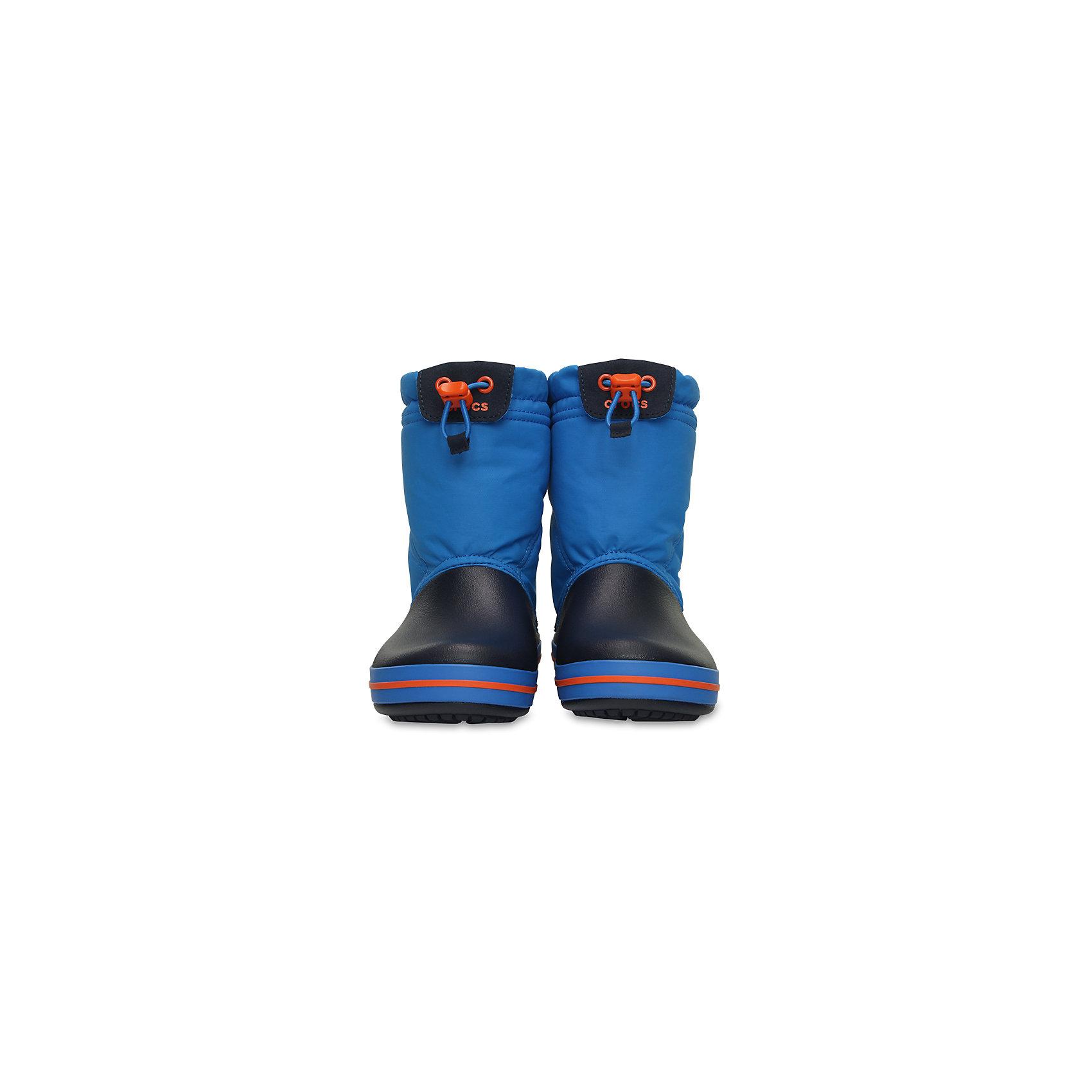 Сапоги Kids' Crocband Lodge Point Boot CrocsХарактеристики товара:<br><br>• цвет: синий<br>• материал: верх - текстиль, низ -100% полимер Croslite™<br>• материал подкладки: текстиль<br>• непромокаемая носочная часть<br>• температурный режим: от -15° до +10° С<br>• легко очищаются<br>• антискользящая подошва<br>• застежка: шнурок со стоппером<br>• толстая устойчивая подошва<br>• страна бренда: США<br>• страна изготовитель: Китай<br><br>Сапоги могут быть и стильными, и теплыми! Для детской обуви крайне важно, чтобы она была удобной. Такие сапоги обеспечивают детям необходимый комфорт, а теплая подкладка создает особый микроклимат. Сапоги легко надеваются и снимаются, отлично сидят на ноге. Материал, из которого они сделаны, не дает размножаться бактериям, поэтому такая обувь препятствует образованию неприятного запаха и появлению болезней стоп. Данная модель особенно понравится детям - ведь в них можно бегать по лужам!<br>Обувь от американского бренда Crocs в данный момент завоевала широкую популярность во всем мире, и это не удивительно - ведь она невероятно удобна. Её носят врачи, спортсмены, звёзды шоу-бизнеса, люди, которым много времени приходится бывать на ногах - они понимают, как важна комфортная обувь. Продукция Crocs - это качественные товары, созданные с применением новейших технологий. Обувь отличается стильным дизайном и продуманной конструкцией. Изделие производится из качественных и проверенных материалов, которые безопасны для детей. <br><br>Сапоги от торговой марки Crocs можно купить в нашем интернет-магазине.<br><br>Ширина мм: 237<br>Глубина мм: 180<br>Высота мм: 152<br>Вес г: 438<br>Цвет: синий<br>Возраст от месяцев: 18<br>Возраст до месяцев: 21<br>Пол: Унисекс<br>Возраст: Детский<br>Размер: 31,25,26,33,23,34,27,28,29,30,24<br>SKU: 4940745