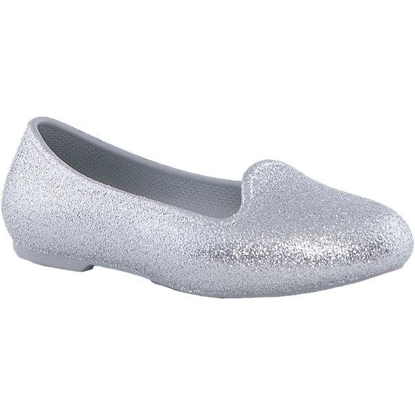 Туфли Eve Sparkle Flat K для девочки CrocsНарядная обувь<br>Характеристики товара:<br><br>• цвет: белый<br>• материал: верх - текстиль, низ - 100% полимер Croslite™<br>• блестки<br>• антискользящая подошва<br>• бактериостатичный материал<br>• стильный дизайн<br>• устойчивая подошва<br>• страна бренда: США<br>• страна изготовитель: Китай<br><br>Для правильного развития ребенка крайне важно, чтобы обувь была удобной. Такие туфли обеспечивают детям необходимый комфорт, а удобная стелька позволяет ножкам дольше не уставать. Туфли легко надеваются и снимаются, отлично сидят на ноге. Материал, из которого они сделаны, не дает размножаться бактериям, поэтому такая обувь препятствует образованию неприятного запаха и появлению болезней стоп. <br>Обувь от американского бренда Crocs в данный момент завоевала широкую популярность во всем мире, и это не удивительно - ведь она невероятно удобна. Её носят врачи, спортсмены, звёзды шоу-бизнеса, люди, которым много времени приходится бывать на ногах - они понимают, как важна комфортная обувь. Продукция Crocs - это качественные товары, созданные с применением новейших технологий. Обувь отличается стильным дизайном и продуманной конструкцией. Изделие производится из качественных и проверенных материалов, которые безопасны для детей.<br><br>Туфли для девочки от торговой марки Crocs можно купить в нашем интернет-магазине.<br><br>Ширина мм: 225<br>Глубина мм: 139<br>Высота мм: 112<br>Вес г: 290<br>Цвет: серый<br>Возраст от месяцев: 24<br>Возраст до месяцев: 24<br>Пол: Женский<br>Возраст: Детский<br>Размер: 34,25,27,33,31,26,30,29,28<br>SKU: 4940837