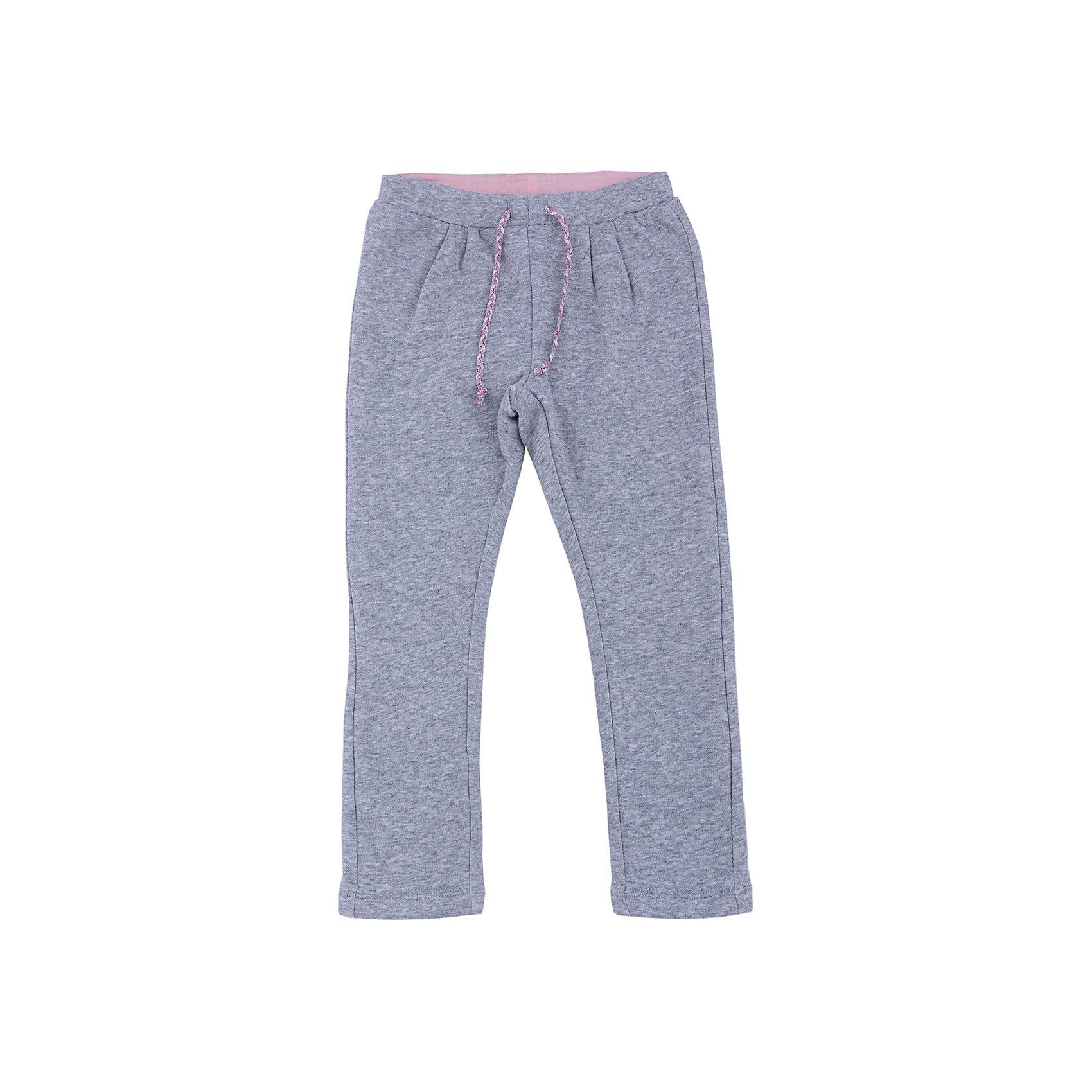 Брюки для девочки SELAСпортивные брюки - незаменимая вещь в детском гардеробе. Эта модель отлично сидит на ребенке, она сшита из приятного на ощупь материала, натуральный хлопок не вызывает аллергии и обеспечивает ребенку комфорт. Модель станет отличной базовой вещью, которая будет уместна в различных сочетаниях.<br>Одежда от бренда Sela (Села) - это качество по приемлемым ценам. Многие российские родители уже оценили преимущества продукции этой компании и всё чаще приобретают одежду и аксессуары Sela.<br><br>Дополнительная информация:<br><br>цвет: серый;<br>материал: 50 % хлопок, 50% ПЭ;<br>плотный материал;<br>шнурок и резинка в поясе.<br><br>Брюки для девочки от бренда Sela можно купить в нашем интернет-магазине.<br><br>Ширина мм: 215<br>Глубина мм: 88<br>Высота мм: 191<br>Вес г: 336<br>Цвет: серый<br>Возраст от месяцев: 24<br>Возраст до месяцев: 36<br>Пол: Женский<br>Возраст: Детский<br>Размер: 98,116,110,104<br>SKU: 4944044