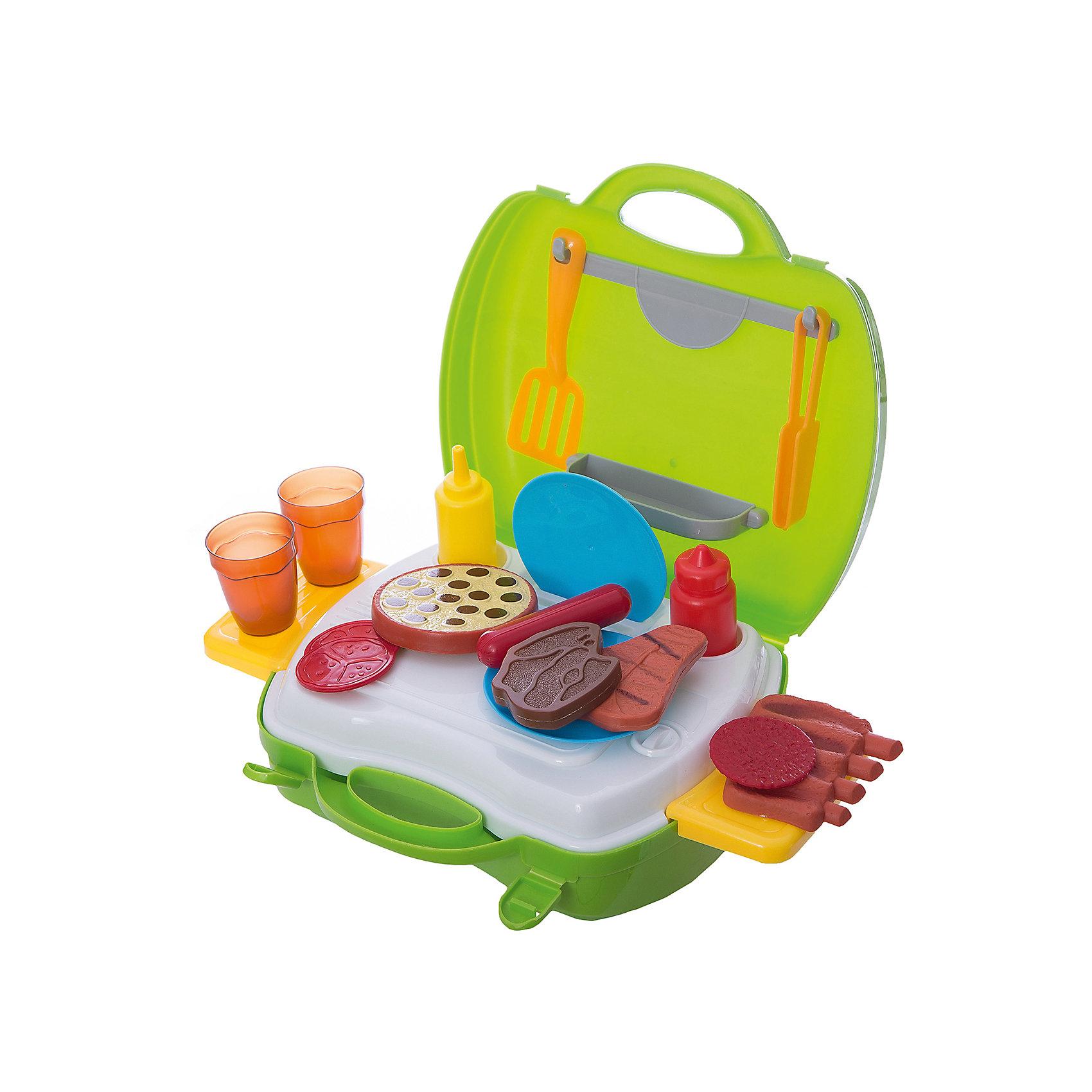 Набор в чемоданчике  Мастер-Шеф Барбекю, 23 предмета, 1toyИгрушечные продукты питания<br>Набор Мастер Шеф. Барбекю поможет ребенку накормить свои игрушки вкусными мясными блюдами. Чемоданчик раскладывается с помощью выдвижных столиков, его можно украсить наклейками. Все предметы из качественных материалов и безопасны для ребенка. Чемоданчик удобно будет взять с собой на пикник и устроить свое барбекю, пока родители готовят. Превосходный набор для начинающего повара!<br><br>Дополнительная информация:<br>В наборе: набор посуды, набор продуктов, наклейки, 2 выдвижных столика<br>Материал: пластик<br>Размер: 24,5х10х22,5 см<br>Вес: 572 грамма<br>Набор Мастер Шеф. Барбекю можно приобрести в нашем интернет-магазине.<br><br>Ширина мм: 225<br>Глубина мм: 100<br>Высота мм: 245<br>Вес г: 572<br>Возраст от месяцев: 24<br>Возраст до месяцев: 120<br>Пол: Унисекс<br>Возраст: Детский<br>SKU: 4953631