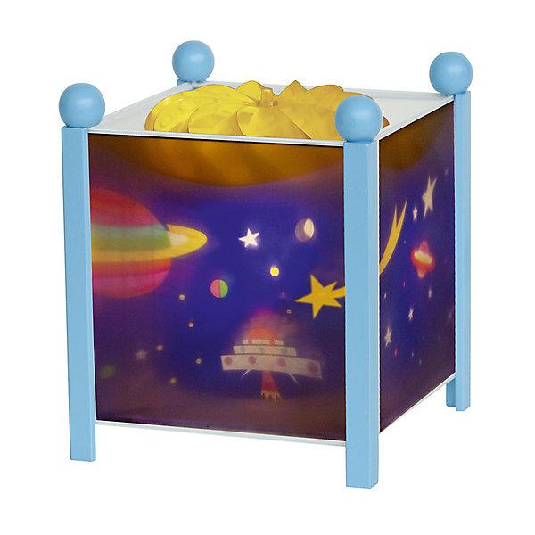 Светильник-ночник в форме куба Космос Trousselier,  голубойДетские предметы интерьера<br>С ночником любое помещение становится уютнее! Для детей это еще и повышение качества сна - с ночником они спят спокойнее, так как вокруг нет пугающей темноты.<br>Этот ночник выглядит очень красиво - на нем изображены звезды и планеты, жароустойчивый цилиндр ночника вращается и создает приятное мягкое освещение вокруг него. Корпус ночника - прочный, металлический. Изделие произведено из высококачественных материалов, и соответствует европейским стандартам безопасности.<br><br>Дополнительная информация:<br><br>цвет: голубой;<br>материал: металл, жароустойчивый пластик, дерево;<br>работает от розетки;<br>внутри - лампочка 12 V 20 W;<br>вес: 755 г;<br>размер: 17 х 19 см.<br><br>Светильник-ночник Космос от французской компании Trousselier можно купить в нашем магазине.<br>Ширина мм: 175; Глубина мм: 175; Высота мм: 260; Вес г: 930; Возраст от месяцев: 0; Возраст до месяцев: 216; Пол: Унисекс; Возраст: Детский; SKU: 4961807;