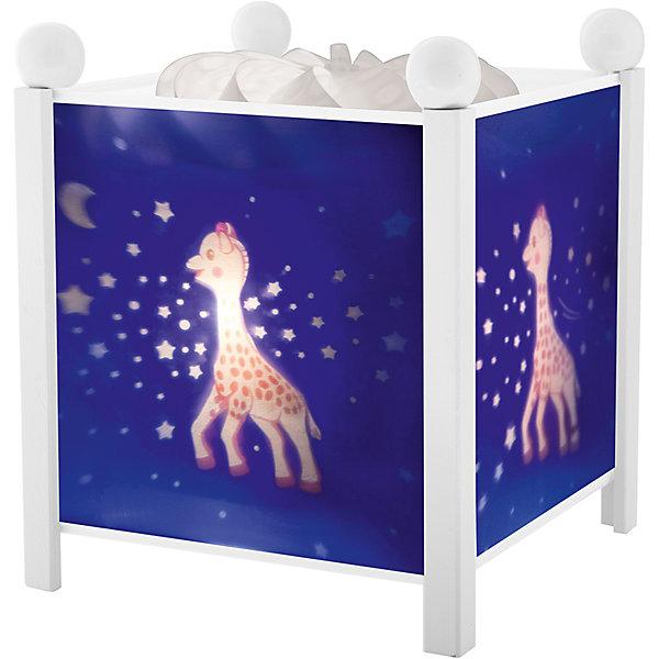 Светильник-ночник Sophie the giraffe© Trousselier, белыйДетские предметы интерьера<br>Ночники помогают создать уют в любом помещении. Для детей это еще и повышение качества сна - с ночником они спят спокойнее, так как вокруг нет пугающей темноты.<br>Этот ночник выглядит очень красиво - на нем изображены симпатичные картинки, жароустойчивый цилиндр ночника вращается и создает приятное мягкое освещение вокруг него. Корпус ночника - прочный, металлический. Изделие произведено из высококачественных материалов, и соответствует европейским стандартам безопасности.<br><br>Дополнительная информация:<br><br>цвет: белый;<br>материал: металл, жароустойчивый пластик, дерево;<br>работает от розетки;<br>внутри - лампочка 12 V 20 W;<br>вес: 755 г;<br>размер: 17 х 17 х 19 см.<br><br>Светильник-ночник Sophie the giraffe© от французской компании Trousselier можно купить в нашем магазине.<br><br>Ширина мм: 175<br>Глубина мм: 175<br>Высота мм: 260<br>Вес г: 930<br>Возраст от месяцев: 0<br>Возраст до месяцев: 216<br>Пол: Унисекс<br>Возраст: Детский<br>SKU: 4961808