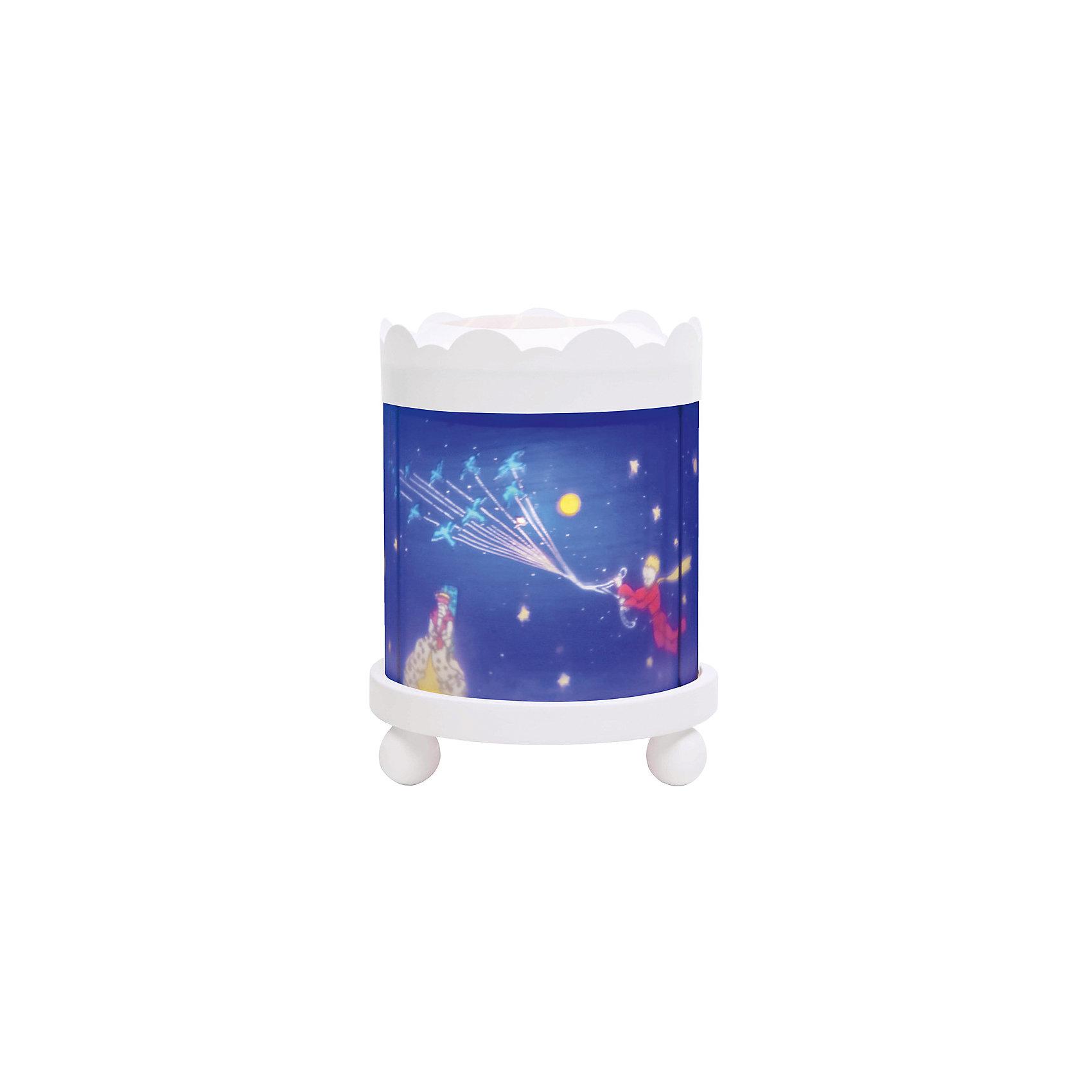 Светильник-ночник с функцией проектора Little Prince, TrousselierЛампы, ночники, фонарики<br>Ночные страхи легко уходят из комнаты, в которой стоит ночник! С ночником любое помещение становится уютнее! Для детей это еще и повышение качества сна - с ночником они спят спокойнее, так как вокруг нет пугающей темноты.<br>Этот ночник выглядит очень красиво - на нем изображены симпатичные картинки, жароустойчивый цилиндр ночника вращается и создает приятное мягкое освещение вокруг него. Корпус ночника - прочный, металлический. Если его снять, то ночник будет работать как проектор и отправлять изображение героев на стены. Изделие произведено из высококачественных материалов, и соответствует европейским стандартам безопасности.<br><br>Дополнительная информация:<br><br>цвет: разноцветный;<br>материал: металл, жароустойчивый пластик, дерево;<br>работает от розетки;<br>внутри - лампочка 12 V 20 W;<br>вес: 800 г;<br>размер: 17 х 17 х 22 см.<br><br>Светильник-ночник с функцией проектора Little Prince от французской компании Trousselier можно купить в нашем магазине.<br><br>Ширина мм: 175<br>Глубина мм: 175<br>Высота мм: 260<br>Вес г: 930<br>Возраст от месяцев: 0<br>Возраст до месяцев: 216<br>Пол: Мужской<br>Возраст: Детский<br>SKU: 4961817