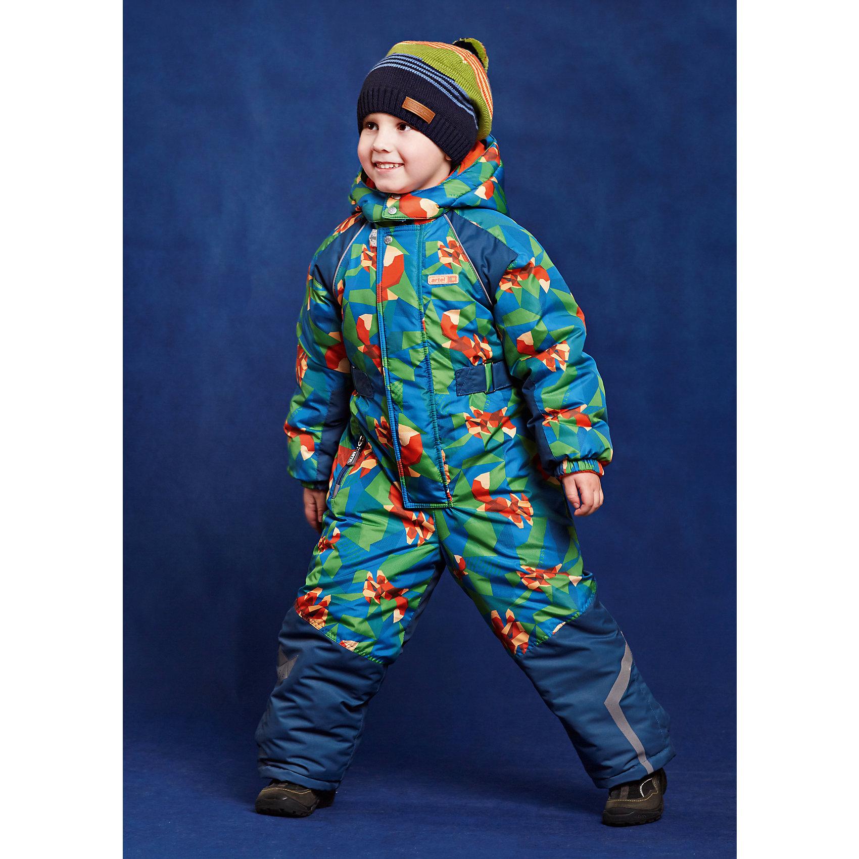 Комбинезон для мальчика АртельВерхняя одежда<br>Комбинезон для мальчика от известного бренда Артель<br>Комбинезонна современном утеплителе выполнен из мембранной ткани , что позволитребенку долго гулять даже в самую слякотную погоду, кататься с мокрых горок и не промокнуть.Внизу на штанишках есть дополнительная фиксация в виде напульсника и застежки на липучку. На манжетах с внутренней стороны расположены специальные флисовые вставочки, смягчающие резинку. По линии талии есть внутренняя резинка, сбоку на штанишках - карман на молнии.Молния комбинезона закрыта ветрозащитной планкой. Верх выполнен из ткани с оригинальным геометрическим принтом , низ - однотонный.<br>Состав:<br>Верх: KB-703, Dobby HiPora<br>Подкладка: флис, пэ<br>Утеплитель: TermoFinn 200<br><br>Ширина мм: 356<br>Глубина мм: 10<br>Высота мм: 245<br>Вес г: 519<br>Цвет: синий<br>Возраст от месяцев: 18<br>Возраст до месяцев: 24<br>Пол: Мужской<br>Возраст: Детский<br>Размер: 92,104,98<br>SKU: 4963557