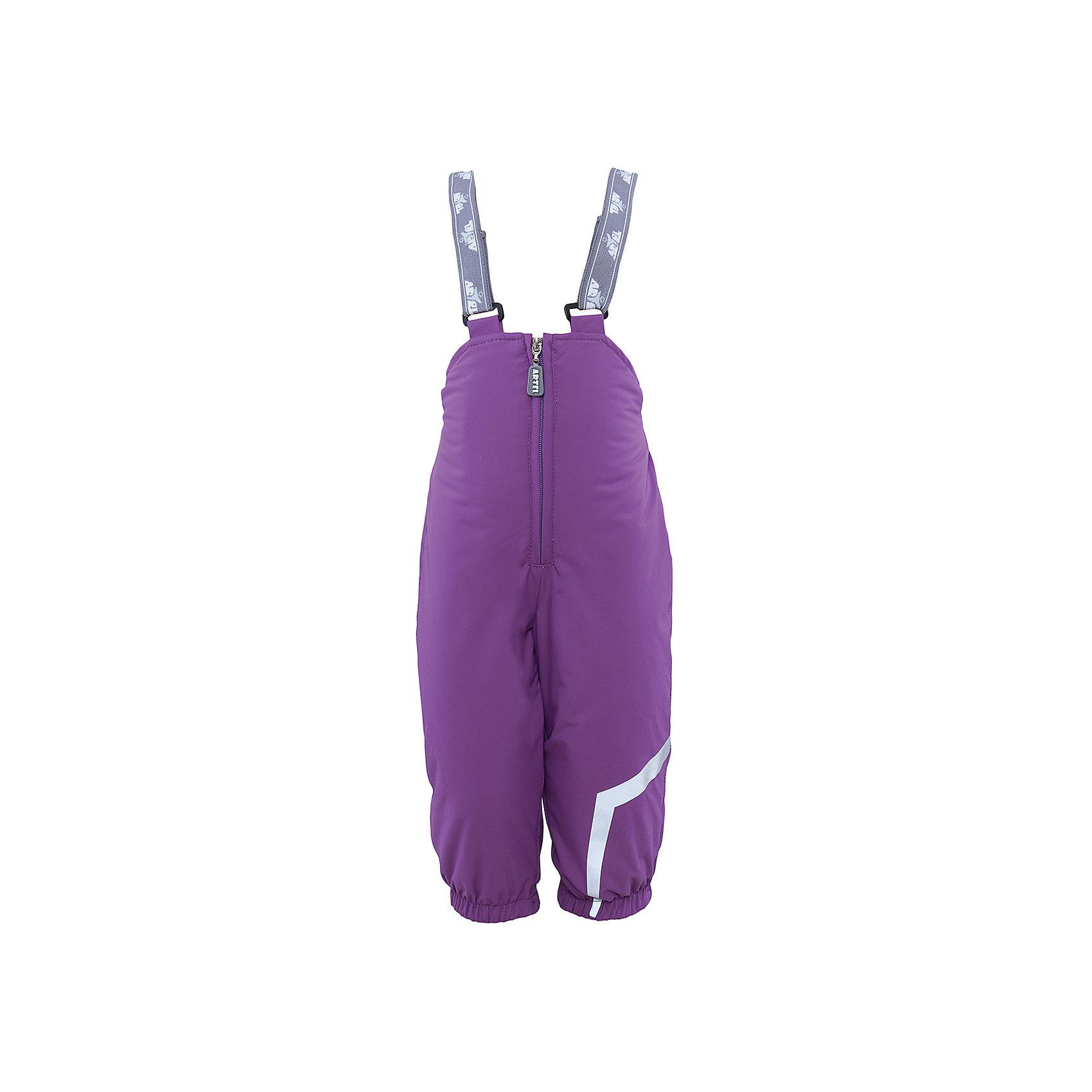 Полукомбенизон для девочки АртельВерхняя одежда<br>Полукомбенизон от известного бренда Артель<br>Изделие выполнено из мембранной ткани. У полукомбинезона регулируется длина бретелек.По низу штанишек расположены штрипки, которые фиксируются на сапожках, удерживают штанину от задирания и обеспечивают дополнительную защиту от скольжения.Сзади, по линии талии, для дополнительной фиксации, расположена резинка.<br>Состав:<br>Верх: Dobby HiPora<br>Подкладка: флис, пэ<br>Утеплитель: TermoFinn 200<br><br>Ширина мм: 215<br>Глубина мм: 88<br>Высота мм: 191<br>Вес г: 336<br>Цвет: лиловый<br>Возраст от месяцев: 12<br>Возраст до месяцев: 15<br>Пол: Женский<br>Возраст: Детский<br>Размер: 80,98,86,92<br>SKU: 4963840