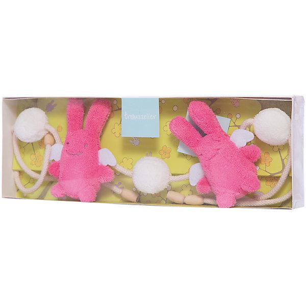 Подвеска для кроватки с погремушкой, цвет фуксии, 86смИгрушки для новорожденных<br>Подвеска для кроватки с погремушкой, цвет фуксии, 86см, Trousselier<br><br>Характеристики:<br><br>• Материал: текстиль, пластик.<br>• Размер ШхГхВ: 36х12х35 см. <br>• Вес: 180г.<br><br>Очаровательная мягкая погремушка-подвеска от известного французского бренда Trousselier в виде двух розовых заек и двух пушистых шариков не оставит равнодушным ни одного малыша. Такая погремушка легко крепится на кроватку или коляску, она не имеет мелких деталей, и ее запросто можно попробовать на вкус. А нежные пастельные тона великолепно вписываются в любой интерьер - игрушки и аксессуары французского бренда придадут определенный шарм детской комнате или гостиной.<br><br>Подвеску для кроватки с погремушкой, цвет фуксии, 86см, Trousselier, можно купить в нашем интернет – магазине.<br>Ширина мм: 360; Глубина мм: 120; Высота мм: 35; Вес г: 180; Возраст от месяцев: -2147483648; Возраст до месяцев: 2147483647; Пол: Женский; Возраст: Детский; SKU: 4964791;