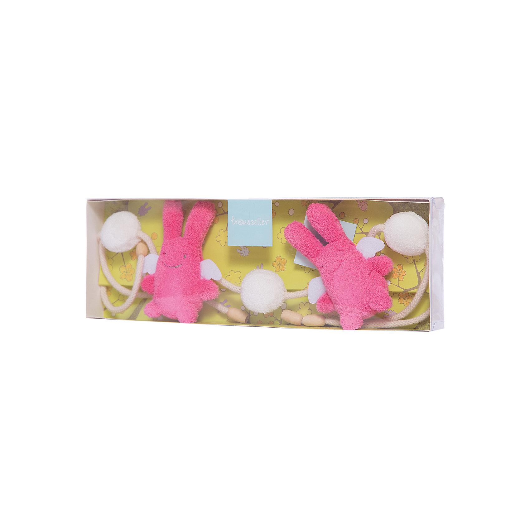 Подвеска для кроватки с погремушкой, цвет фуксии, 86см&#13;, TrousselierПодвески<br>Подвеска для кроватки с погремушкой, цвет фуксии, 86см, Trousselier<br><br>Характеристики:<br><br>• Материал: текстиль, пластик.<br>• Размер ШхГхВ: 36х12х35 см. <br>• Вес: 180г.<br><br>Очаровательная мягкая погремушка-подвеска от известного французского бренда Trousselier в виде двух розовых заек и двух пушистых шариков не оставит равнодушным ни одного малыша. Такая погремушка легко крепится на кроватку или коляску, она не имеет мелких деталей, и ее запросто можно попробовать на вкус. А нежные пастельные тона великолепно вписываются в любой интерьер - игрушки и аксессуары французского бренда придадут определенный шарм детской комнате или гостиной.<br><br>Подвеску для кроватки с погремушкой, цвет фуксии, 86см, Trousselier, можно купить в нашем интернет – магазине.<br><br>Ширина мм: 360<br>Глубина мм: 120<br>Высота мм: 35<br>Вес г: 180<br>Возраст от месяцев: -2147483648<br>Возраст до месяцев: 2147483647<br>Пол: Женский<br>Возраст: Детский<br>SKU: 4964791