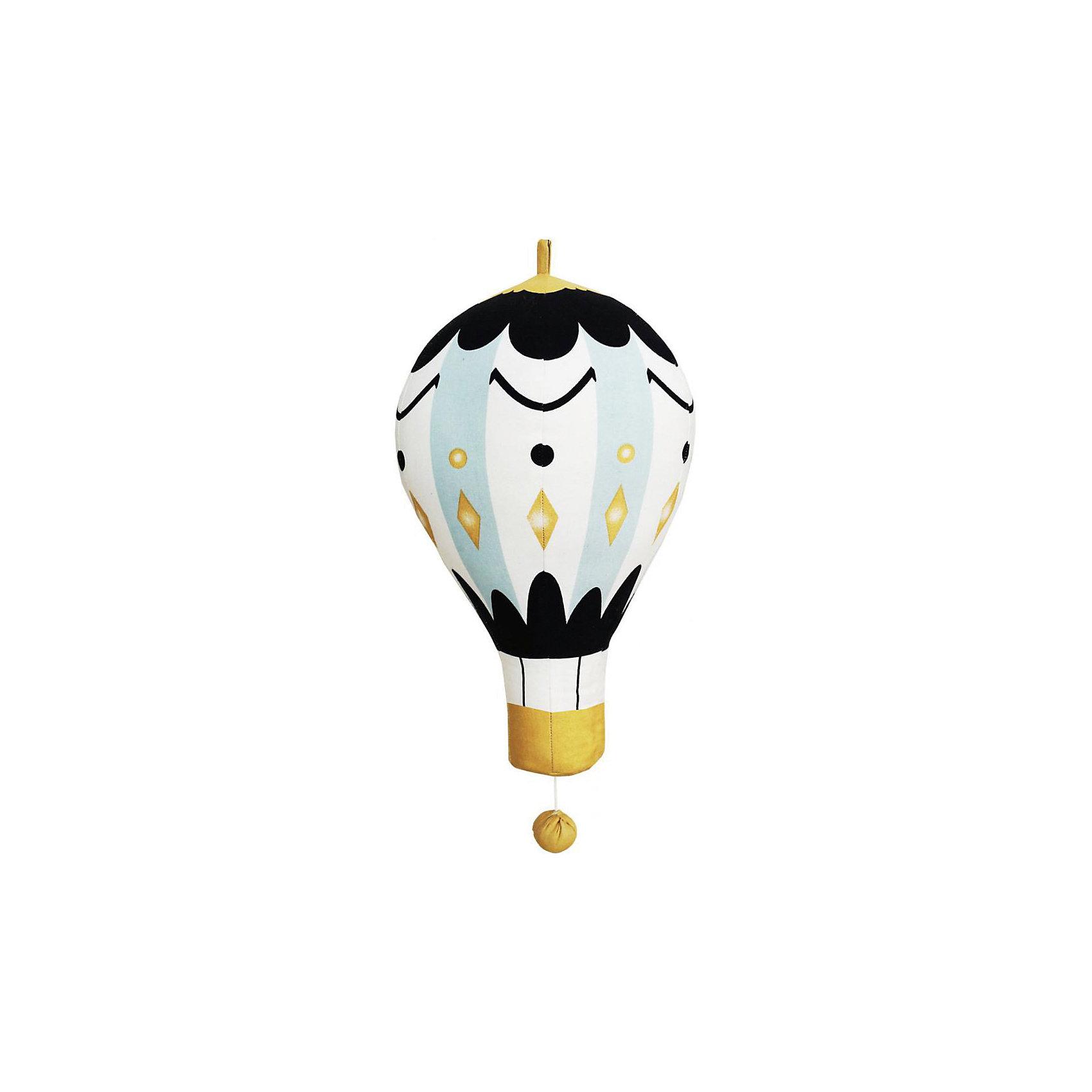 Музыкальный мобиль Moon Balloon Small 16 см., Elodie DetailsМузыкальный мобиль Moon Balloon Small 16 см., Elodie Details (Элоди Дитейлс)<br><br>Характеристики:<br><br>• приятная мелодия поможет малышу успокоиться и заснуть<br>• необычный дизайн понравится детям и взрослым<br>• материал: 100% хлопок<br>• наполнитель: полиэстер<br>• длина: 16 см<br><br>Оригинальный мобиль Moon Balloon Small в виде воздушного шара поможет крохе расслабиться и заснуть после активных игр. Мобиль сыграет крохе успокаивающую мелодию и подарит крепкий и здоровый сон. Игрушка изготовлена из хлопка, безопасного для ребенка. В младенчестве ваш малыш с радостью будет наблюдать за игрушкой. А когда кроха подрастет, вы сможете предложить ему использовать мобиль для украшения детской комнаты.<br><br>Музыкальный мобиль Moon Balloon Small 16 см., Elodie Details (Элоди Дитейлс) вы можете купить в нашем интернет-магазине.<br><br>Ширина мм: 130<br>Глубина мм: 80<br>Высота мм: 70<br>Вес г: 80<br>Возраст от месяцев: 0<br>Возраст до месяцев: 18<br>Пол: Мужской<br>Возраст: Детский<br>SKU: 4966123