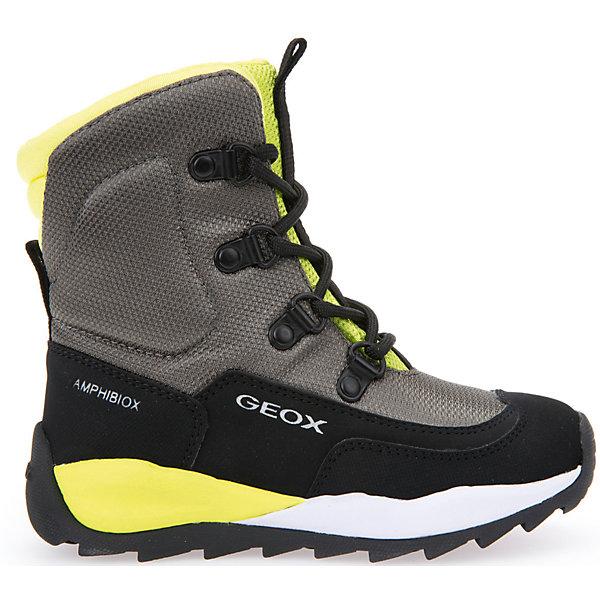 Ботинки GeoxБотинки<br>Полусапоги GEOX (ГЕОКС)<br>Полусапоги от GEOX (ГЕОКС), выполненные из искусственного нубука и прочного текстиля, идеально подходят для холодной погоды. Плотная мягкая подкладка из искусственного меха согревает чувствительные детские ноги. Текстильная стелька улучшает тепловое сопротивление в холодных условиях, повышая температуру внутри обуви. Влага не застаивается в обуви, благодаря чему создается идеальный микроклимат, который держит ноги теплыми и сухими, и позволяет им дышать естественно. Колодка соответствует анатомическим особенностям строения детской стопы. Качественная амортизация снижает нагрузку на суставы. Запатентованная гибкая перфорированная подошва со специальной микропористой мембраной обеспечивает естественное дыхание обуви, не пропускает воду, не скользит. Модель имеет усиленный мыс и функциональную шнуровку.<br><br>Дополнительная информация:<br><br>- Сезон: зима<br>- Цвет: черный, серый, желтый<br>- Материал верха: искусственный нубук, текстиль<br>- Внутренний материал: искусственный мех<br>- Материал стельки: текстиль<br>- Материал подошвы: резина<br>- Тип застежки: шнуровка<br>- Высота голенища/задника: 11 см.<br>- Технология Amphibiox<br>- Материалы и продукция прошли специальную проверку T?V S?D, на отсутствие веществ, опасных для здоровья покупателей<br><br>Полусапоги GEOX (ГЕОКС) можно купить в нашем интернет-магазине.<br><br>Ширина мм: 257<br>Глубина мм: 180<br>Высота мм: 130<br>Вес г: 420<br>Цвет: белый<br>Возраст от месяцев: 36<br>Возраст до месяцев: 48<br>Пол: Мужской<br>Возраст: Детский<br>Размер: 27,34,33,30,32,31,29,28<br>SKU: 4968278